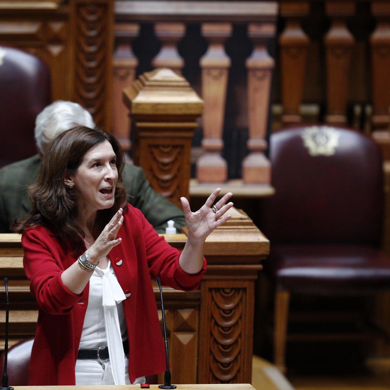 A deputada do CDS-PP, Cecília Meireles, intervém durante o debate sobre política geral, que decorreu na Assembleia da República, em Lisboa, 07 de junho de 2021. ANTÓNIO COTRIM/LUSA