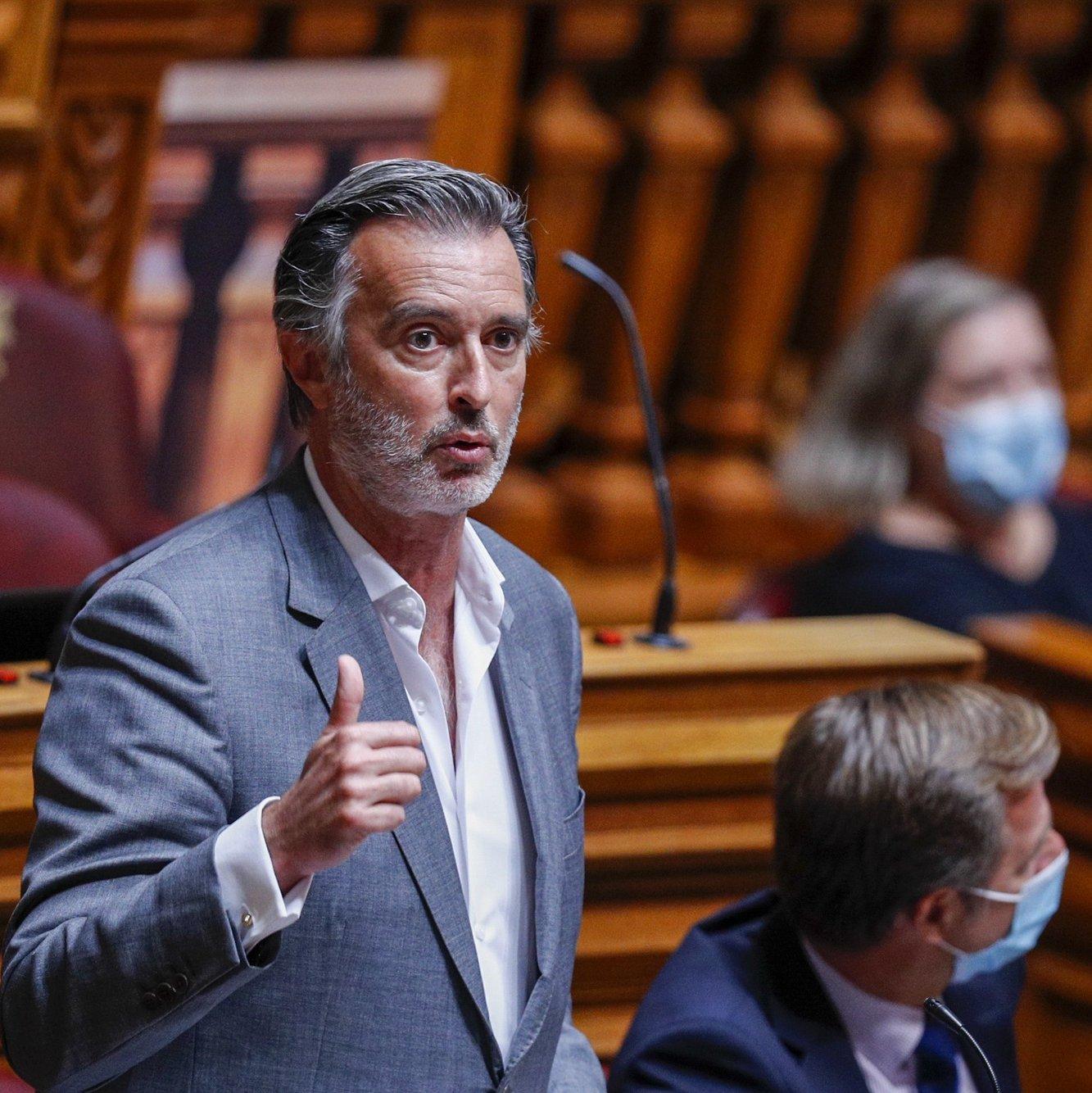 O deputado da Iniciativa Liberal, João Cotrim de Figueiredo, intervém durante o debate sobre política geral, na Assembleia da República, em Lisboa, 07 de outubro de 2021. ANTÓNIO COTRIM/LUSA