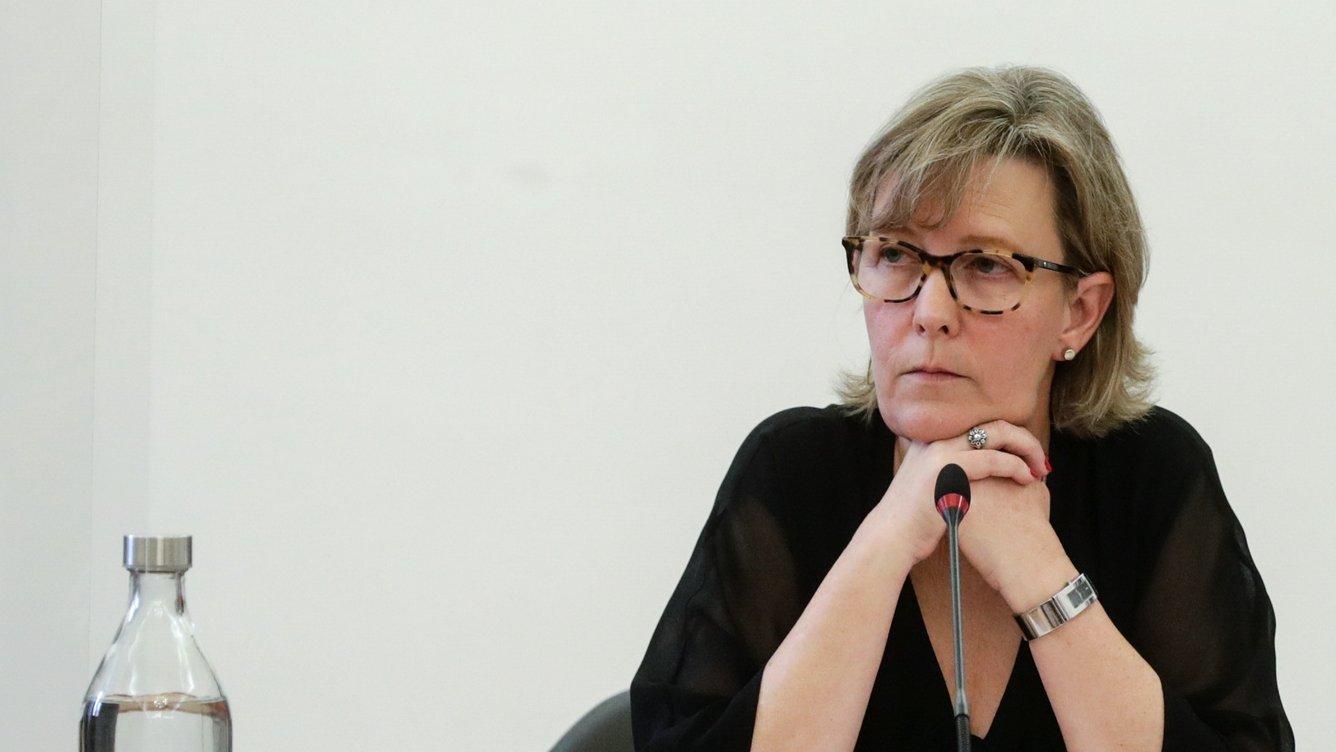 A antiga ministra das Finanças, Maria Luís Albuquerque, fala perante a Comissão Eventual de Inquérito Parlamentar às perdas registadas pelo Novo Banco e imputadas ao Fundo de Resolução, na Assembleia da República, em Lisboa, 01 de abril de 2021. TIAGO PETINGA/LUSA