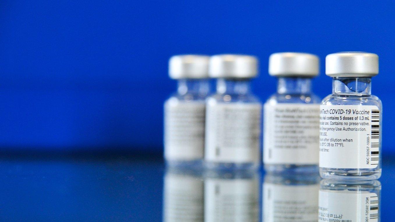 Frascos contendo a vacina para a covid-19 da Pfizer/BioNTech, Caldas da Rainha, 29 de janeiro de 2021. CARLOS BARROSO/LUSA