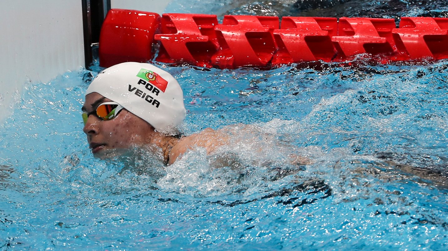 A nadadora Portuguesa, Susana Veiga em ação na prova feminina de natação de 50 metros livres S10 esta manhã no Centro Aquatico de Tóquio, nos jogos Paralímpicos de Toquio 2020, Japão, 25 de agosto de 2021. MIGUEL A. LOPES/LUSA
