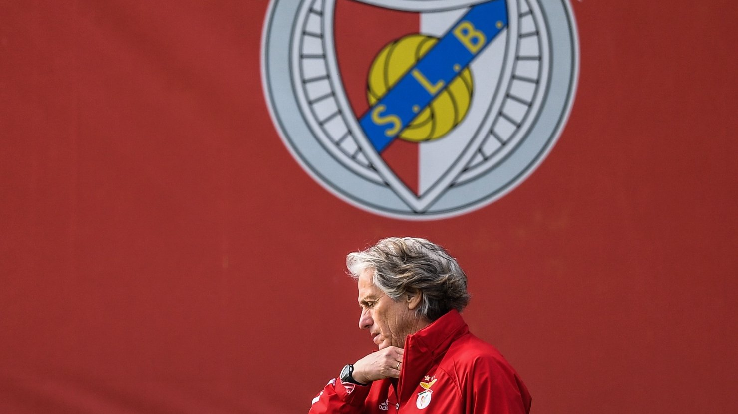 epa08872248 SL Benfica's coach Jorge Jesus leads a training session at Benfica Campus in Seixal, near Lisbon, Portugal, 9 December 2020. SL Benfica will play against Standard Liege in their UEFA Europa League Group D match on 10 December 2020.  EPA/MARIO CRUZ