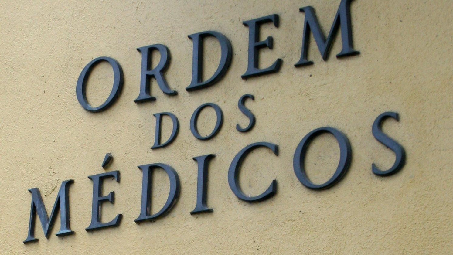 Logotipo da Ordem dos Médicos, em Lisboa, 25 de Fevereiro de 2008. MAFALDA LEITÃO / LUSA