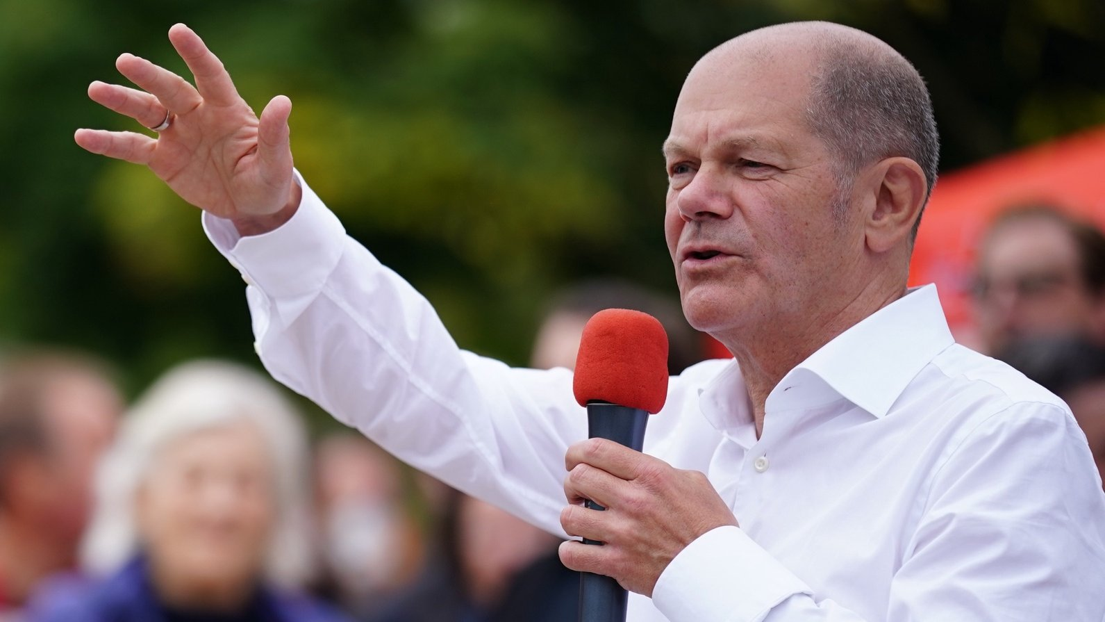 epa09487526 German Minister of Finance and Social Democratic Party (SPD) top candidate for the federal elections Olaf Scholz speaks during the campaign closing of the regional Social Democratic Party (SPD) in Potsdam, Germany, 25 September 2021. German Minister of Finance and Social Democratic Party (SPD) top candidate for the federal elections Olaf Scholz runs for a direct candidate mandate in his home constituency in Potsdam, Brandenburg, during the German federal elections on 26 September 2021.  EPA/CLEMENS BILAN