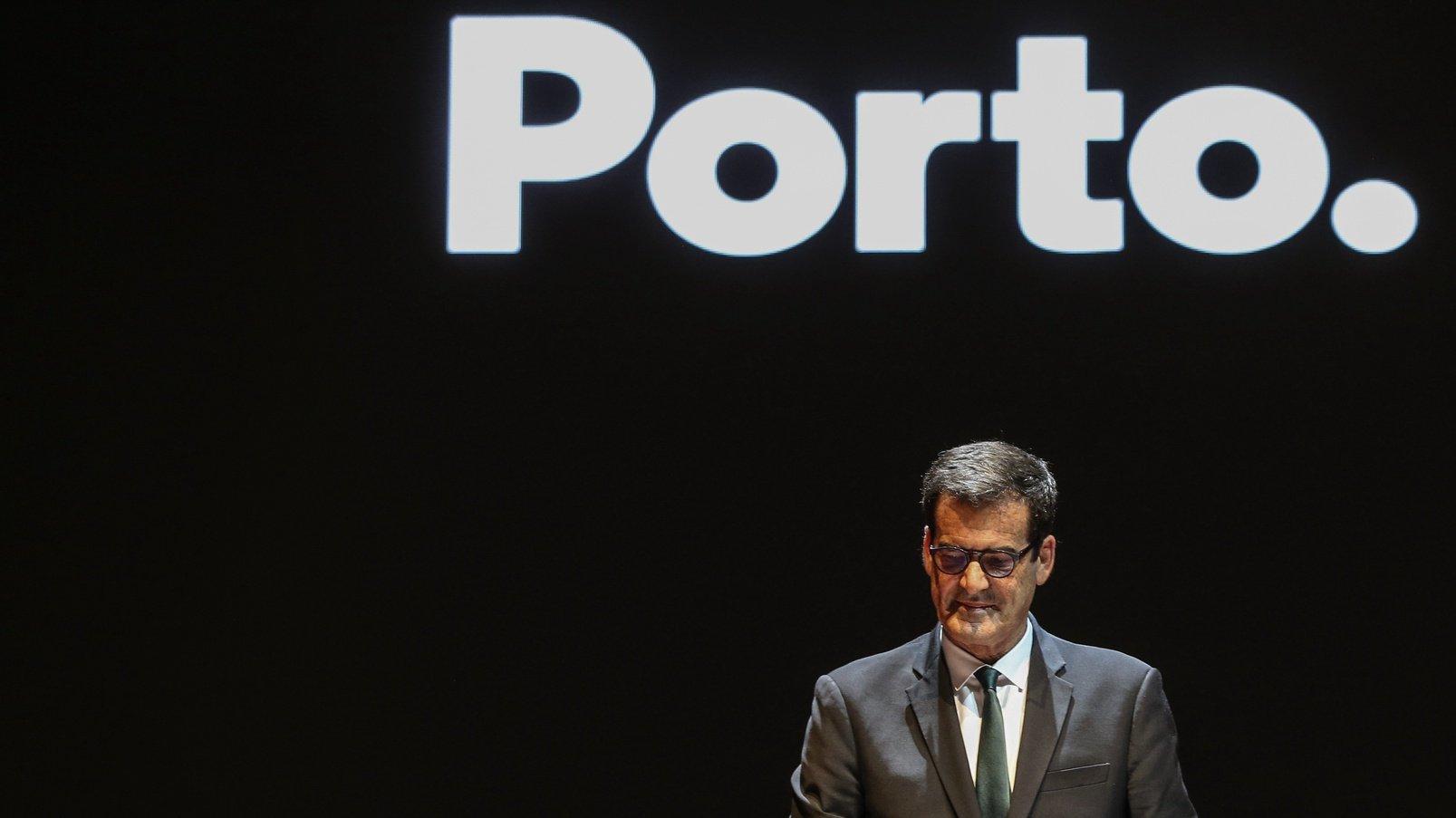 Rui Moreira, durante a cerimónia da sua tomada de posse como presidente da Câmara Municipal do Porto, Pavilhão Rosa Mota, Porto, 20 de outubro de 2021. Para além de Rui Moreira, tomam posse todos os membros eleitos para os órgãos autárquicos. JOSÉ COELHO/LUSA