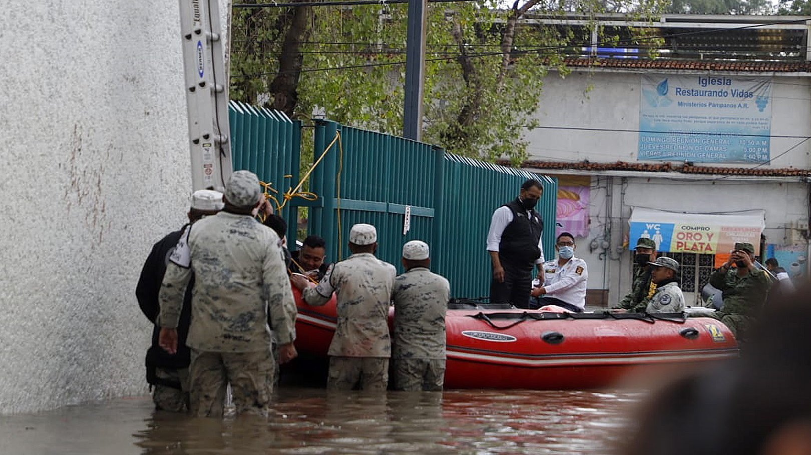 epa09454369 Members of the Fire Department and the Mexican Army help patients from a hospital of the Mexican Social Security Institute (IMSS) to move after being affected by heavy rains, in the city of Tula, Hidalgo state, Mexico, 07 September 2021. At least 17 people died from flooding after heavy rains at a public hospital in Tula, in central Mexico, from where dozens of patients have been evacuated with the support of federal forces.  EPA/David Martinez Pelcastre