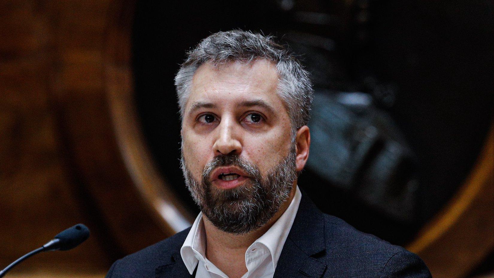 O ministro das Infraestruturas e da Habitação, Pedro Nuno Santos, intervém durante a sua audição perante a Comissão de Economia, Inovação, Obras Públicas e Habitação, na Assembleia da República, em Lisboa, 24 de março de 2021. ANTÓNIO COTRIM/LUSA