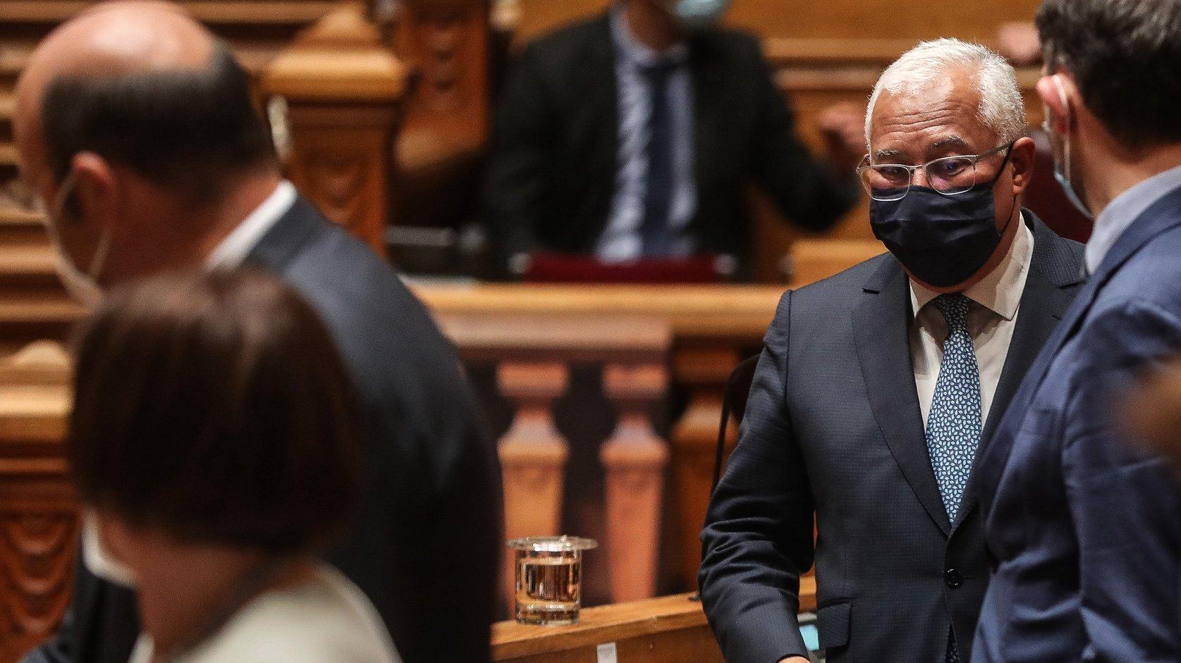 O primeiro-ministro, António Costa, à chegada para participar no debate parlamentar sobre política geral, na Assembleia da República, em Lisboa, 17 de março de 2021. MÁRIO CRUZ/LUSA