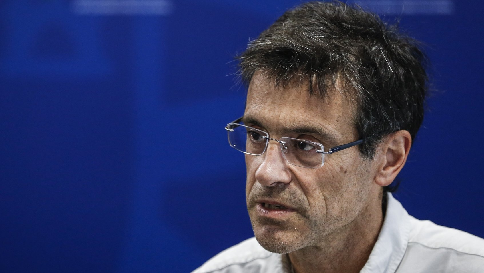 O comissão de Acompanhamento de Resposta Nacional em medicina intensiva, João Gouveia, intervém durante a conferência de imprensa diária sobre o novo coronavírus (covid-19), realizada no Ministério da Saúde, em Lisboa, 8 de abril de 2020. Em Portugal, registaram-se 380 mortes e 13.141 infeções confirmadas, segundo o balanço feito hoje pela Direção-Geral da Saúde (DGS). RODRIGO ANTUNES/POOL/LUSA