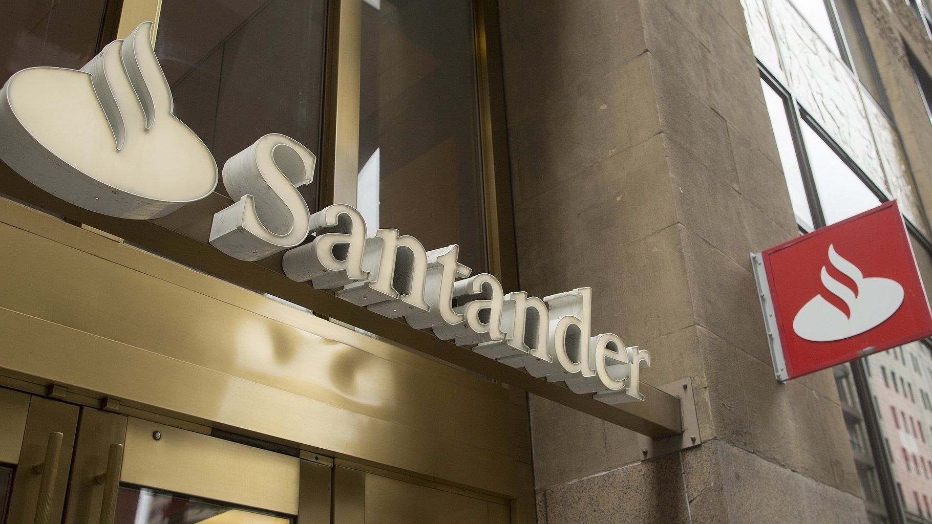 epa06095393 The Banco Santander headquarters in Boston, Massachusetts, USA 18 July 2017. Banco Santander is being questioned by a number of states for its subprime auto loan underwriting during a partnership with Fiat Chrysler Automobiles, and has settled the allegations with Massachusetts and Delaware with a $26 million US dollar (22.5 million euros) fine.  EPA/CJ GUNTHER