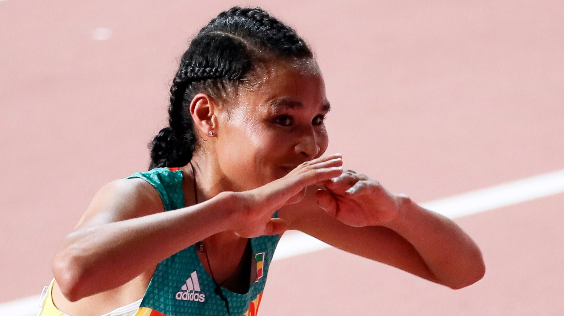 epa07878172 Letesenbet Gidey of Ethiopia celebrates after taking the second place in the women's 10,000m final during the IAAF World Athletics Championships 2019 at the Khalifa Stadium in Doha, Qatar, 28 September 2019. EPA/ROBERT GHEMENT