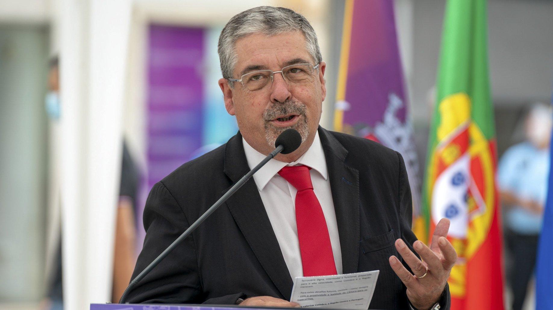 O presidente da Câmara Municipal de Coimbra, Manuel Machado, intervém durante a cerimónia de assinatura do auto de consignação da empreitada de abertura do canal do Metrobus do Mondego, em Coimbra, 11 de setembro de 2020. SÉRGIO AZENHA/LUSA
