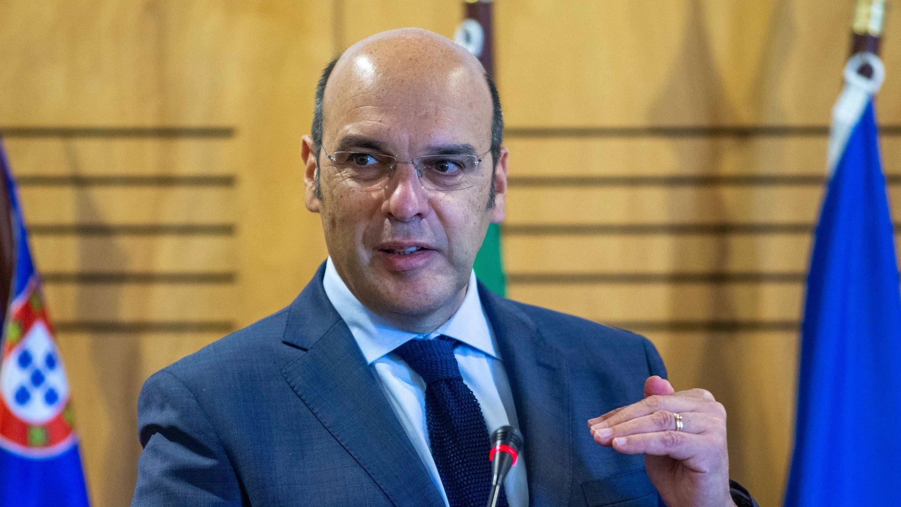 O ministro de Estado, da Economia e da Transição Digital, Pedro Siza Vieira, intervém durante a apresentação do Plano de Recuperação e Resiliência, na Ilha de São Miguel, Ponta Delgada, Açores. 22 de maio de 2021. EDUARDO COSTA/LUSA