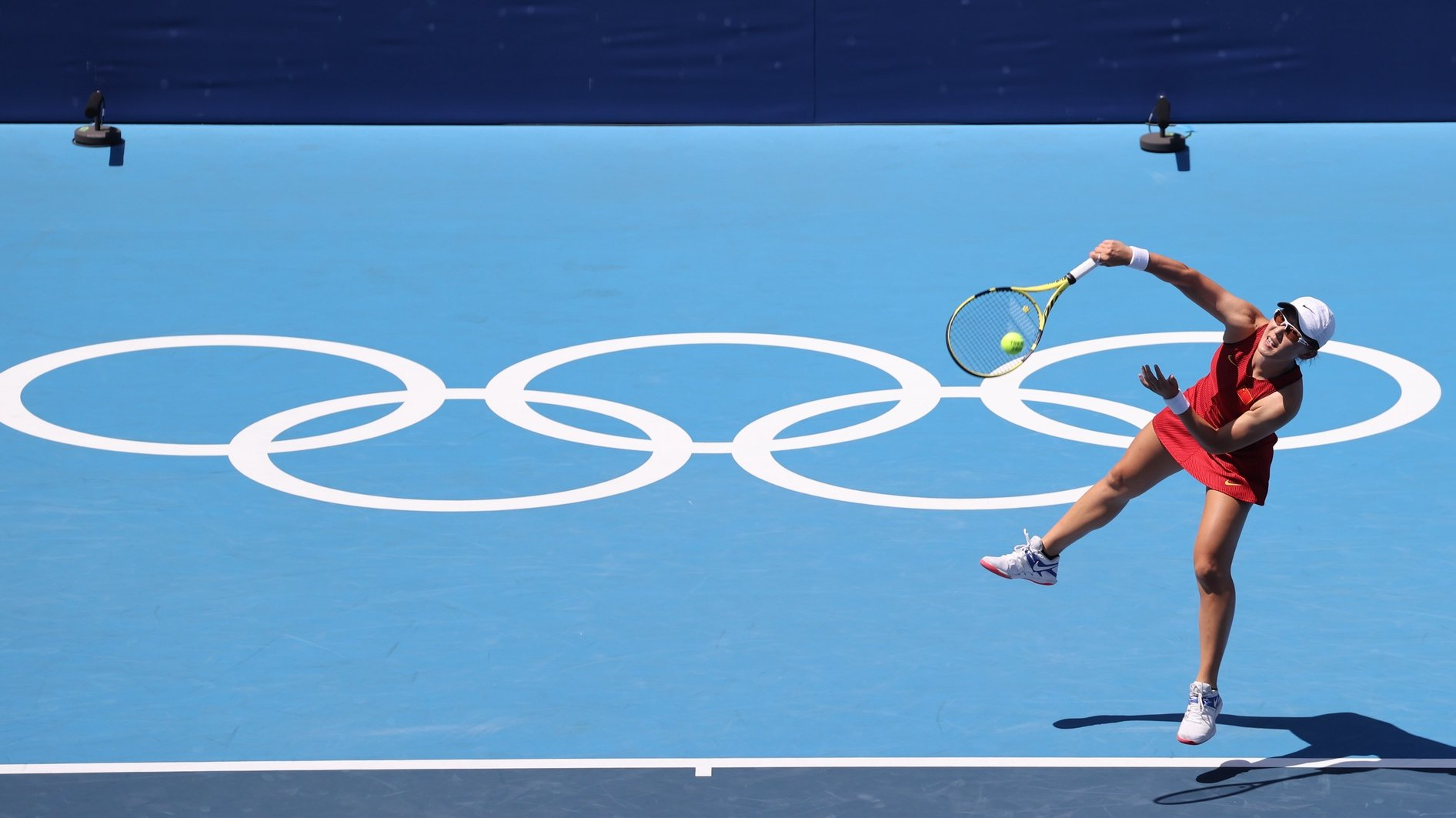 epaselect epa09363379 Saisai Zheng of China in action against Naomi Osaka of Japan in a Women's Singles First Round match during the Tennis events of the Tokyo 2020 Olympic Games at the Ariake Coliseum in Tokyo, Japan, 25 July 2021.  EPA/WU HONG