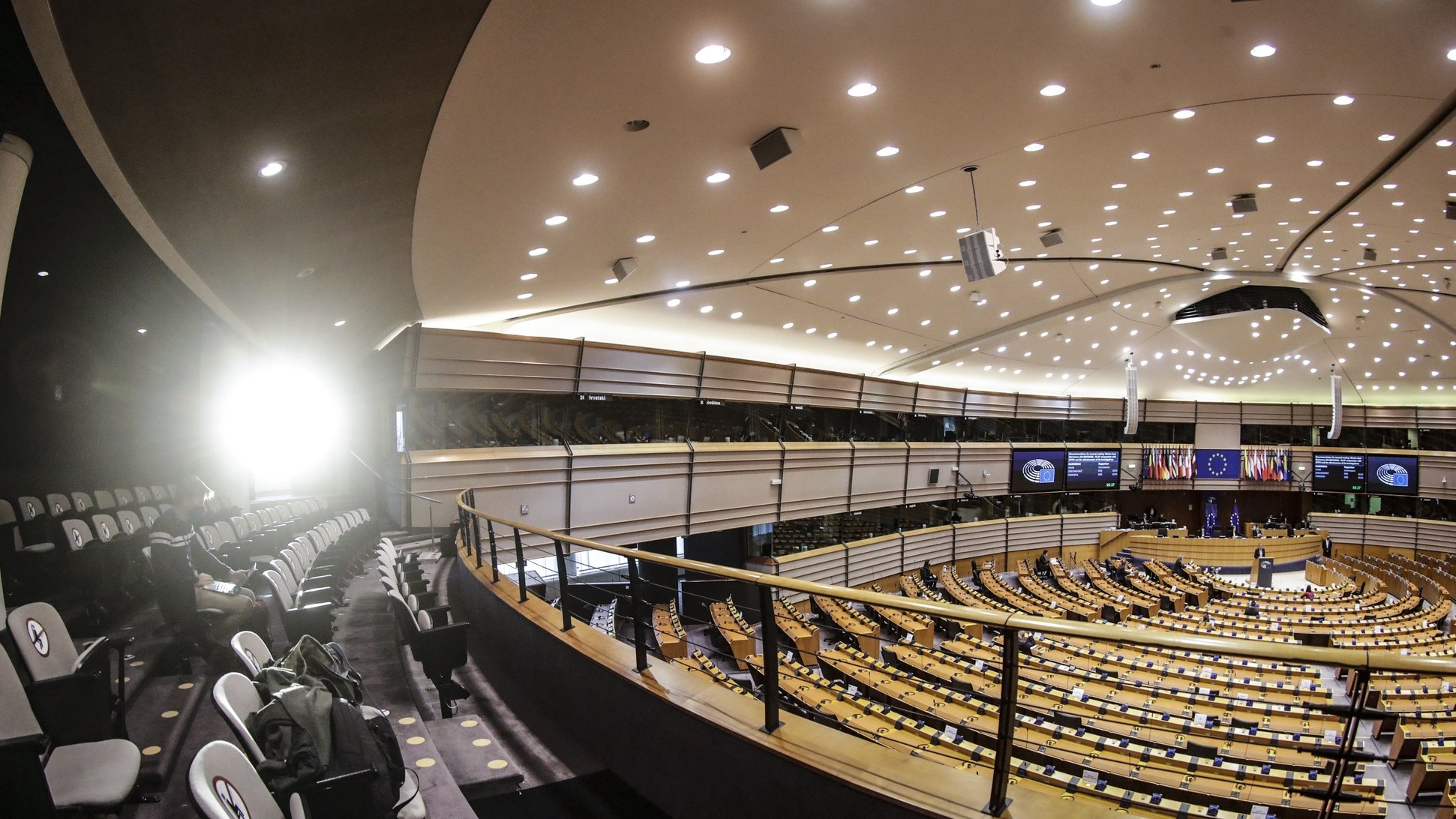 epa08889340 The morning sun makes its way through a door during a debate on Climate change during a plenary session of the European Parliament in Brussels, Belgium, 17 December 2020.  EPA/OLIVIER HOSLET