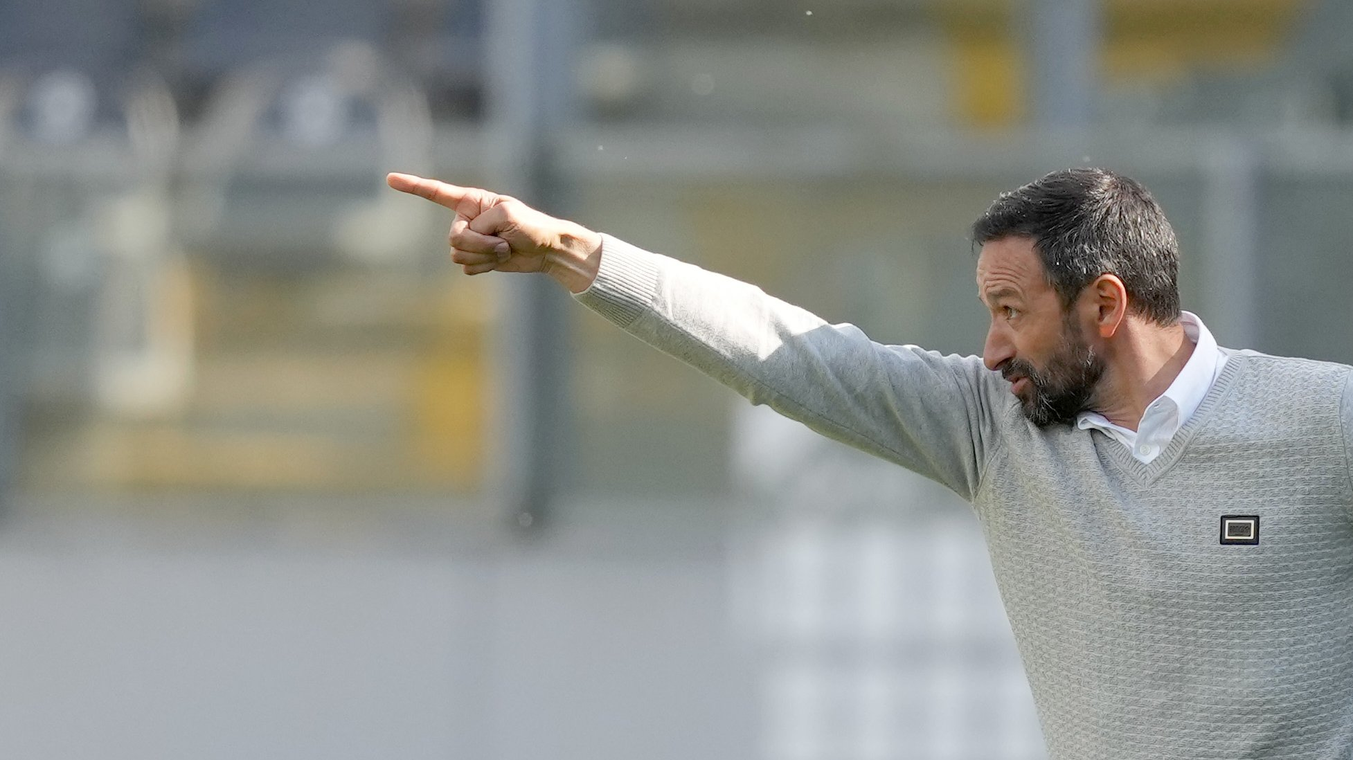 Bino Maçães, treinador do Vitória de Guimarães, durante o jogo com o Moreirense a contar para a Primeira Liga de Futebol realizado no Estádio D. Afonso Henriques em Guimarães, 30 de abril de 2021. HUGO DELGADO/LUSA