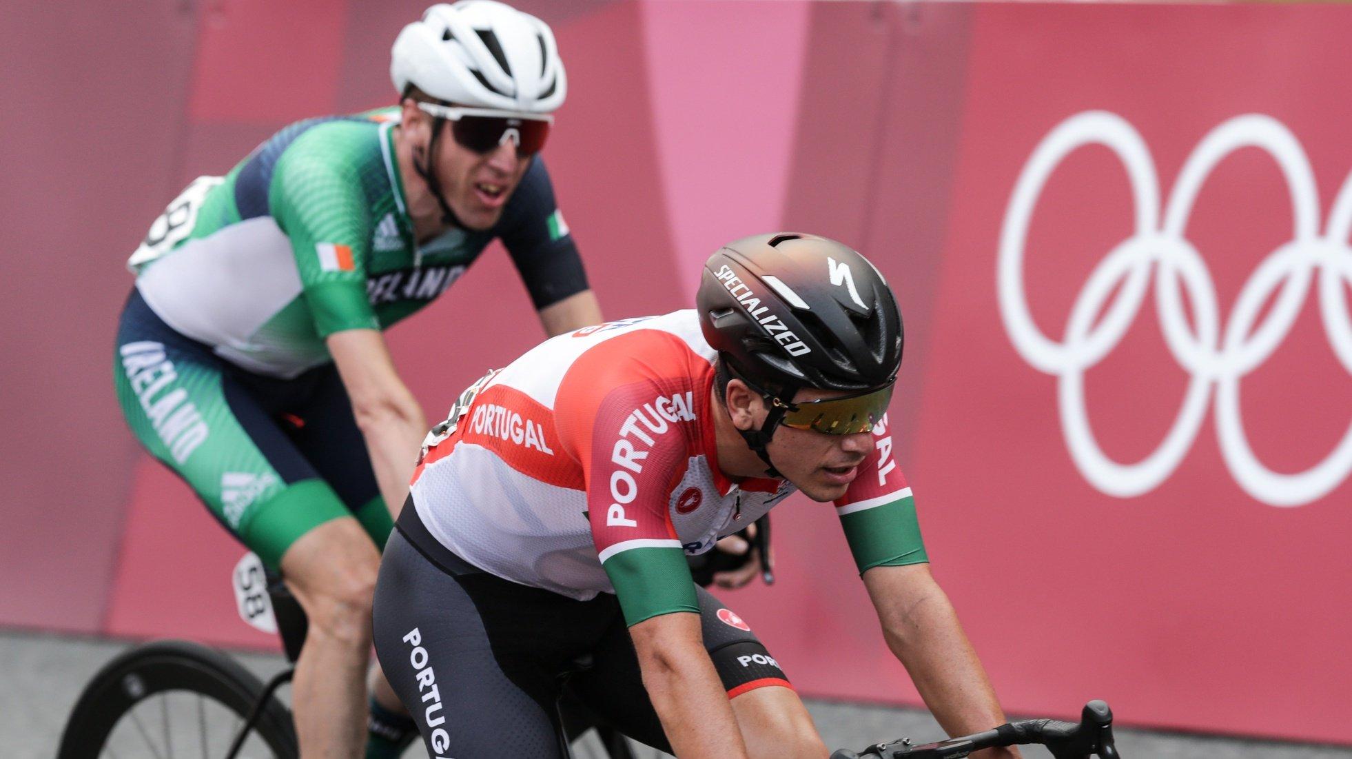 O ciclista português João Almeida durante a prova de fundo masculina Fuji Speedway dos Jogos Olimpicos Tóquio 2020, em Shizoka, Japão, 24 de julho de 2021. TIAGO PETINGA/LUSA