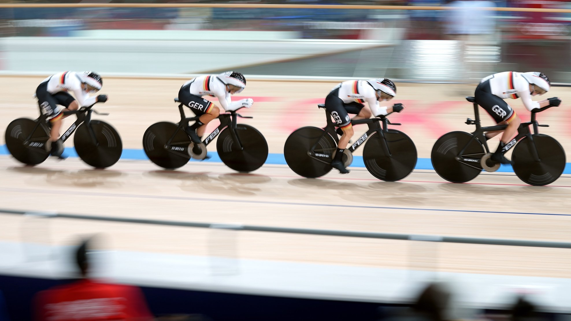 epa09387116 Team Germany in action during the Women's Team Pursuit qualifying during the Track Cycling events of the Tokyo 2020 Olympic Games at the Izu Velodrome in Ono, Shizuoka, Japan, 02 August 2021.  EPA/CHRISTOPHER JUE