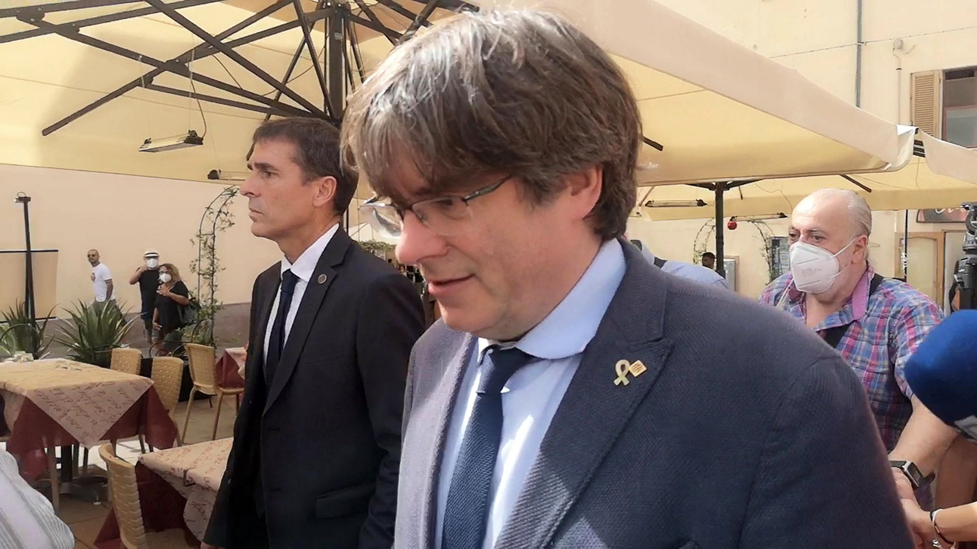epa09487192 A frame grab made from a video shows former Catalan regional premier Carles Puigdemont in Alghero, Sardinia, 25 September 2021. Catalan pro-independent leader and former regional President Carles Puigdemont was released from an arrest on Friday 24 September after he was arrested in the Italian island of Sardinia a day earlier in the evening, under a international warrant asked by Spanish authorities, four years after he run away from judicial authorities amid the inquiry of the illegal referendum held in Catalonia in 2017.  EPA/SIAS BEST QUALITY AVAILABLE
