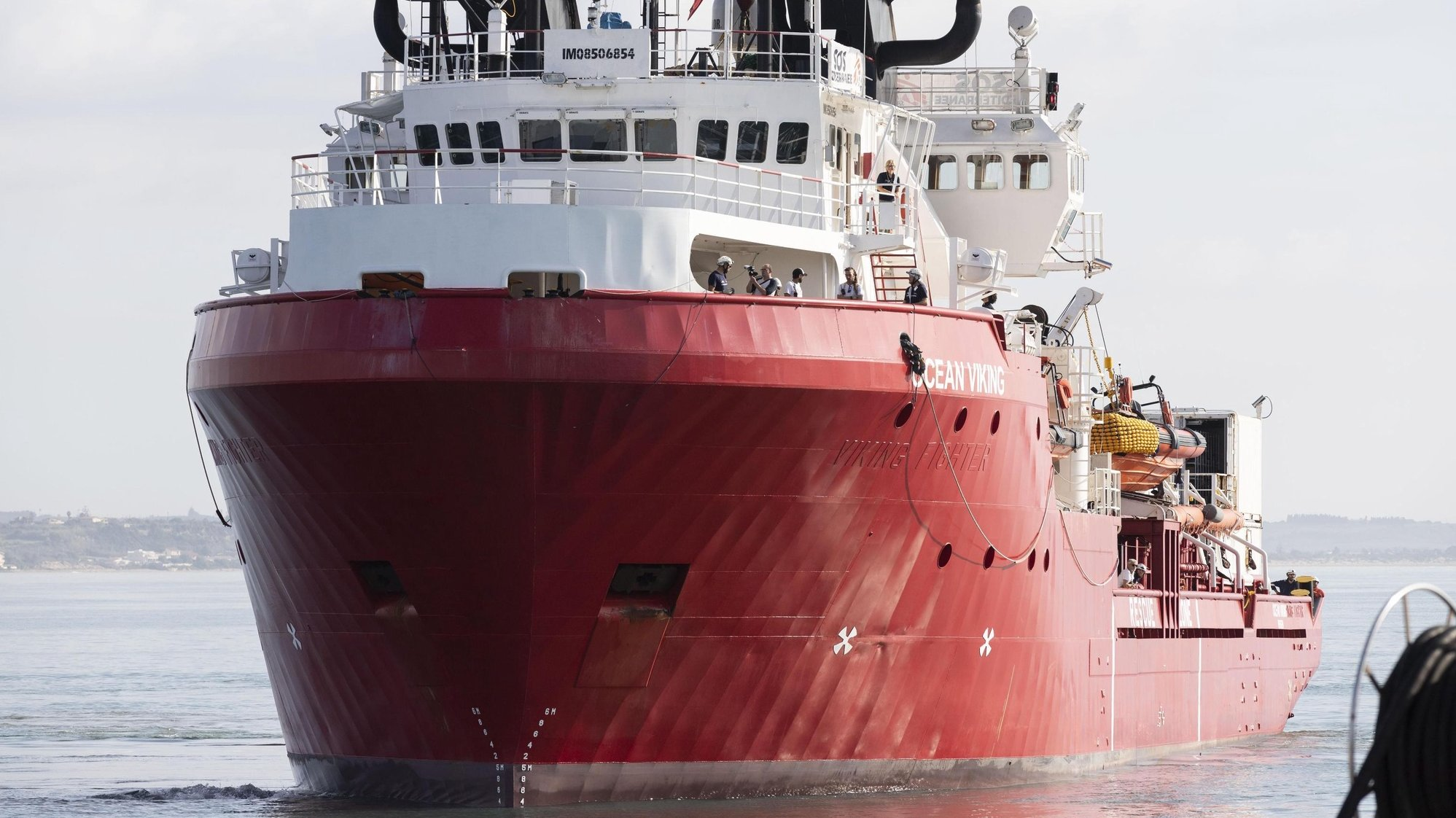 epa07959389 The search-and-rescue ship Ocean Viking arrives in the port of Pozzallo, Italy, 30 October 2019. The rescue ship, chartered by SOS Mediterrranee in partnership with Medecins Sans Frontieres (MSF), rescued 104 migrants in international waters off the coasts of Libya on 18 October 2019.  EPA/FRANCESCO RUTA