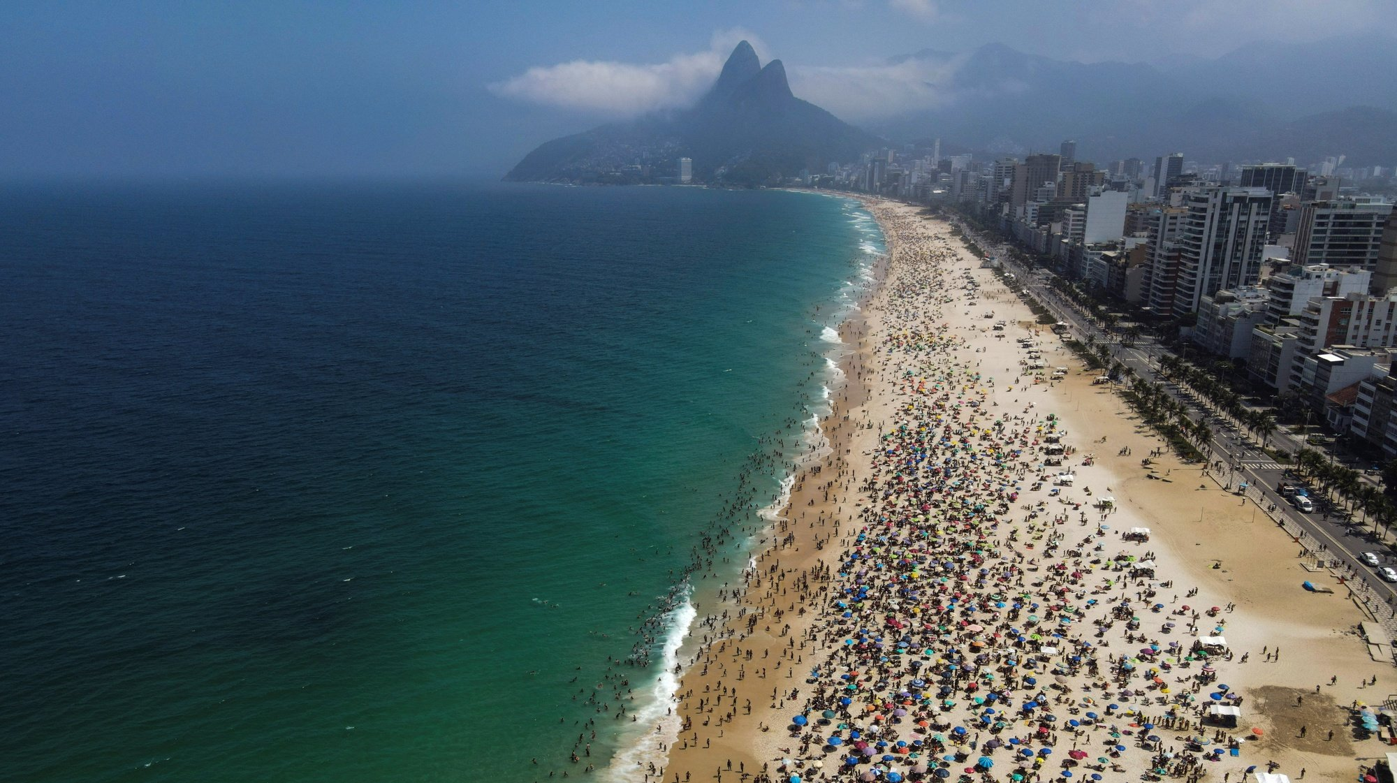 epa08666924 Aerial view of the crowded Ipanema beach in Rio de Janeiro, Brazil, 13 September 2020. Paying less attention to measures to control coronavirus spreading, visitors have crowded Ipanema and Copacabana beaches in Rio de Janeiro.  EPA/Antonio Lacerda