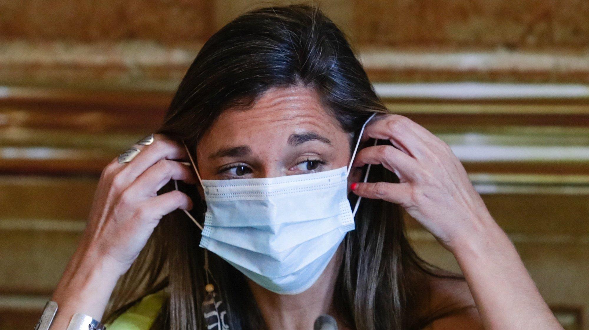 A bastonária da Ordem dos Enfermeiros, Ana Rita Cavaco, fala perante a Comissão de Saúde, na Assembleia da República em Lisboa, 27 de maio de 2020. TIAGO PETINGA/LUSA