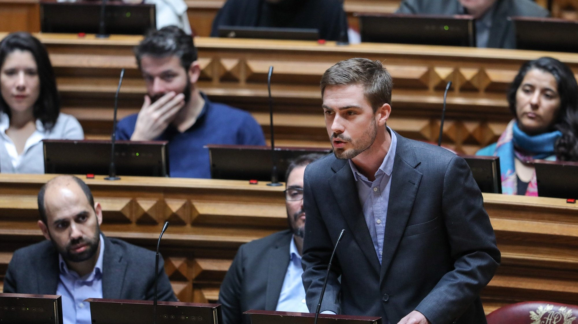 O deputado do Partido Comunista Português (PCP) Duarte Alves intervém esta manhã durante o debate na especialidade da proposta de Orçamento do Estado para 2020 (OE2020), na Assembleia da República, em Lisboa, 03 de fevereiro de 2020. MIGUEL A. LOPES/LUSA