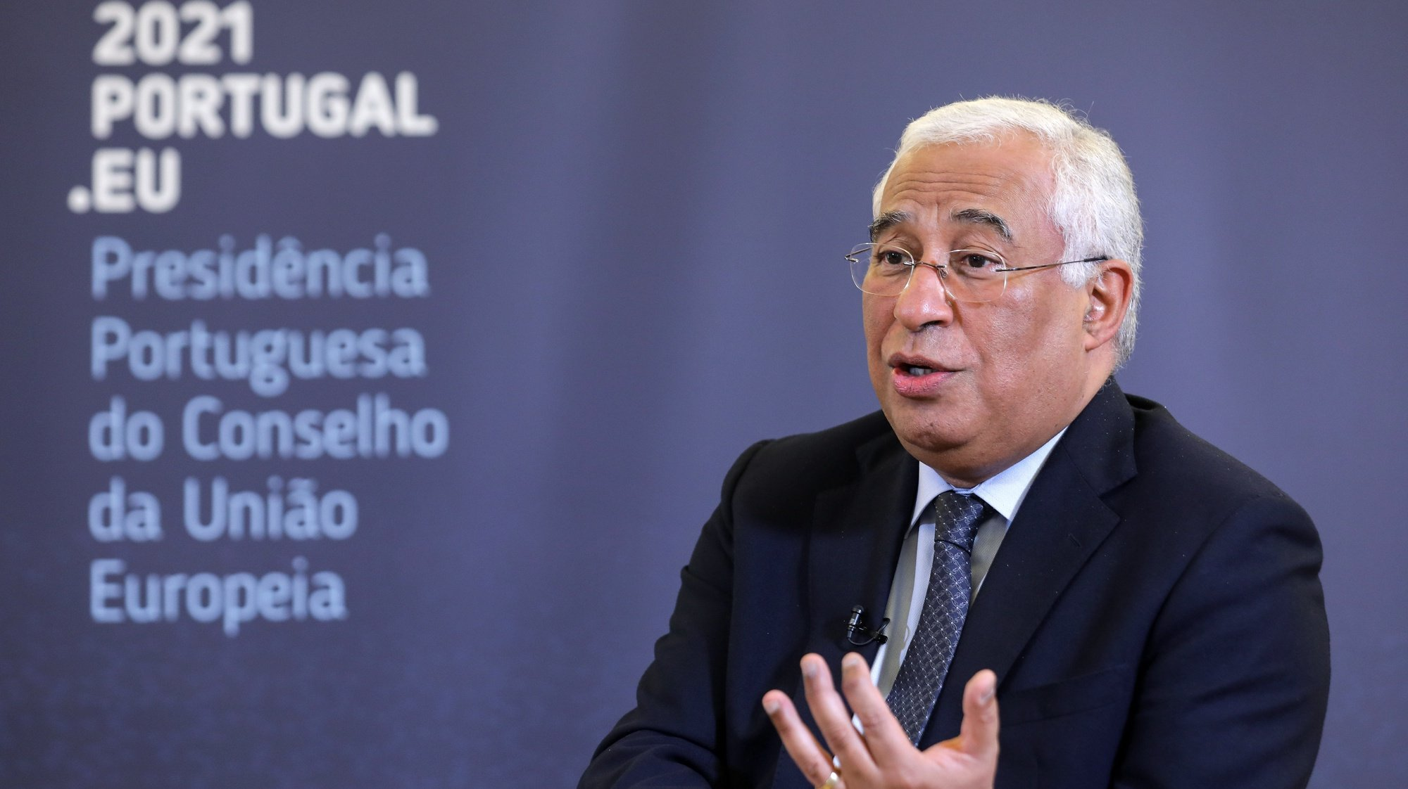 O primeiro-ministro, António Costa, fala durante uma entrevista à agência Lusa sobre a Presidência Portuguesa do Conselho da União Europeia que irá decorrer de 01 de janeiro de 2021 a 30 de junho de 2021, no Palácio de São Bento, em Lisboa, 30 de dezembro de 2020. (ACOMPANHA TEXTO DA LUSA DO DIA 04 DE JANEIRO DE 2021). MIGUEL A. LOPES/LUSA