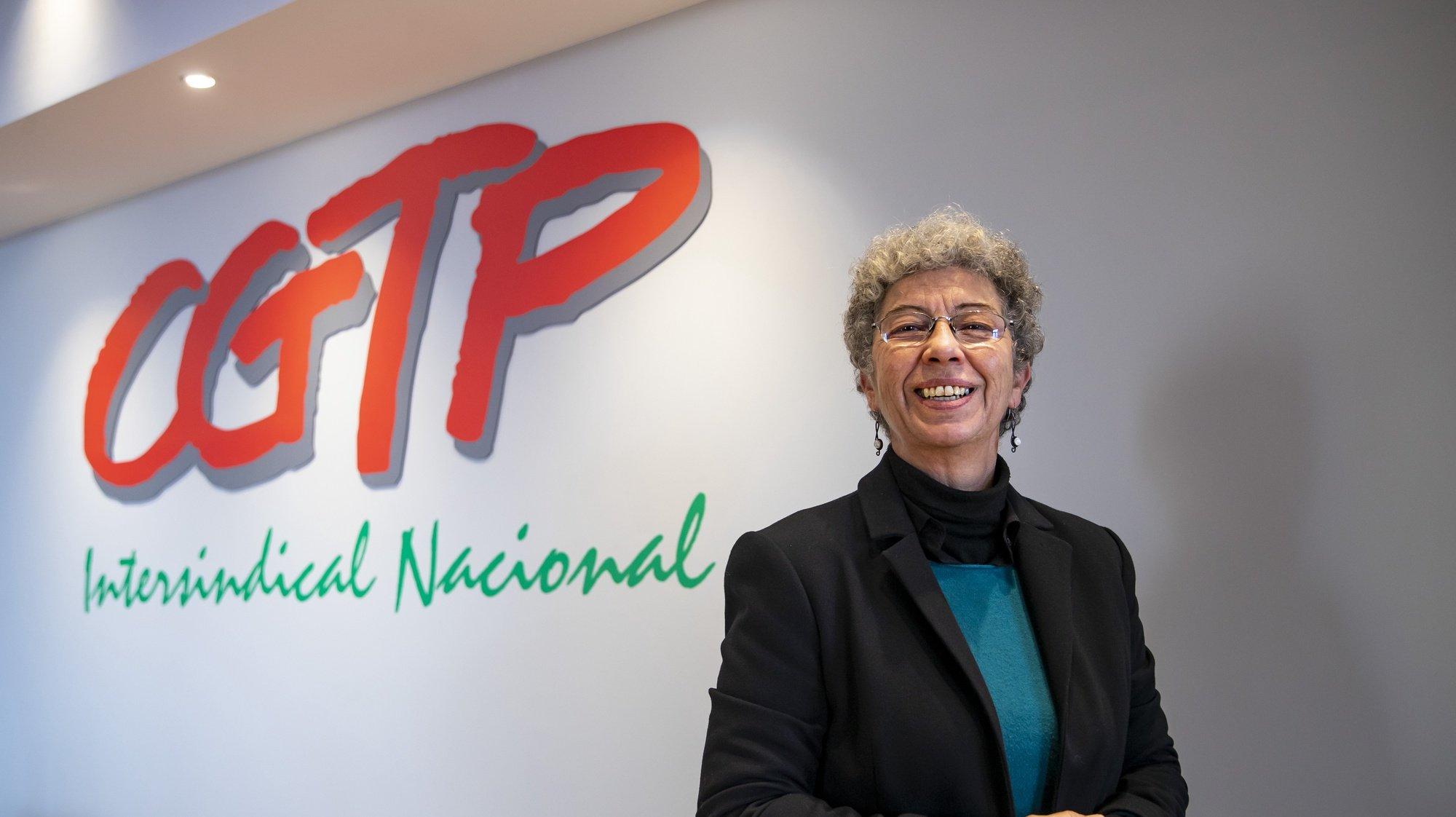A secretária-geral da CGTP-IN, Isabel Camarinha, posa para a fotografia durante uma entrevista à agência Lusa por ocasião do seu primeiro ano no cargo, na sede da CGTP-IN, em Lisboa, 11 de fevereiro de  2021. JOSÉ SENA GOULÃO/LUSA