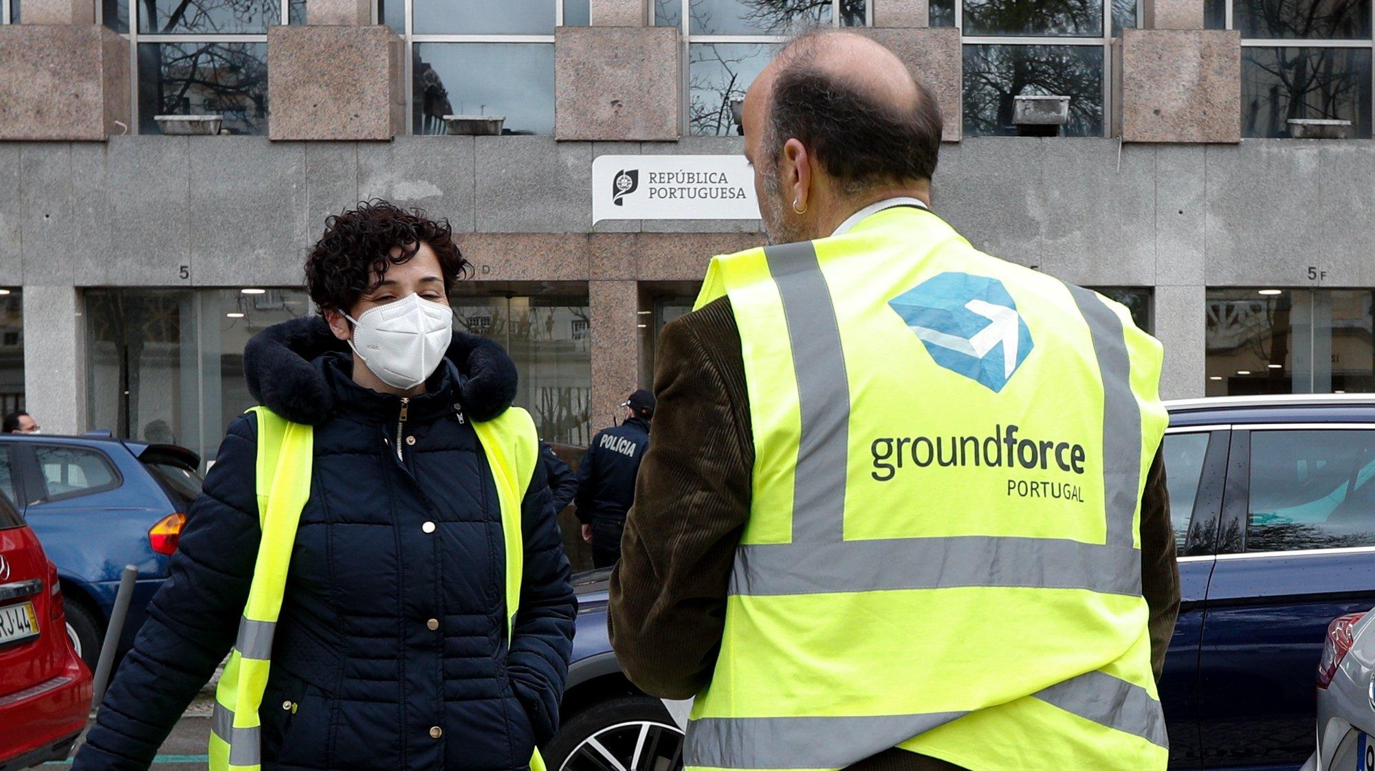 Trabalhadores da Groundforce concentrados junto ao Ministério das Infraestruturas, em Lisboa, 05 de março de 2021. ANTÓNIO COTRIM/LUSA