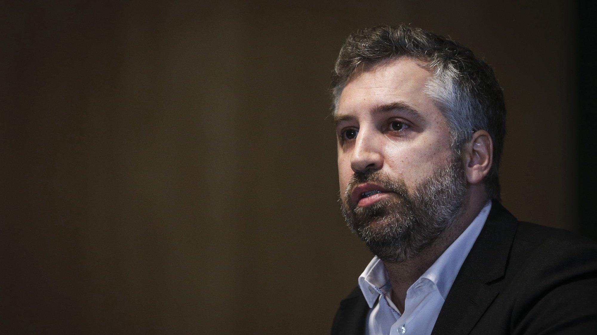 O ministro das Infraestruturas da Habitação, Pedro Nuno Santos, discursa no encerramento da apresentação do plano ferroviário nacional, no Laboratório Nacional de Engenharia Civil, em Lisboa, 19 de abril de 2021. RODRIGO ANTUNES/LUSA