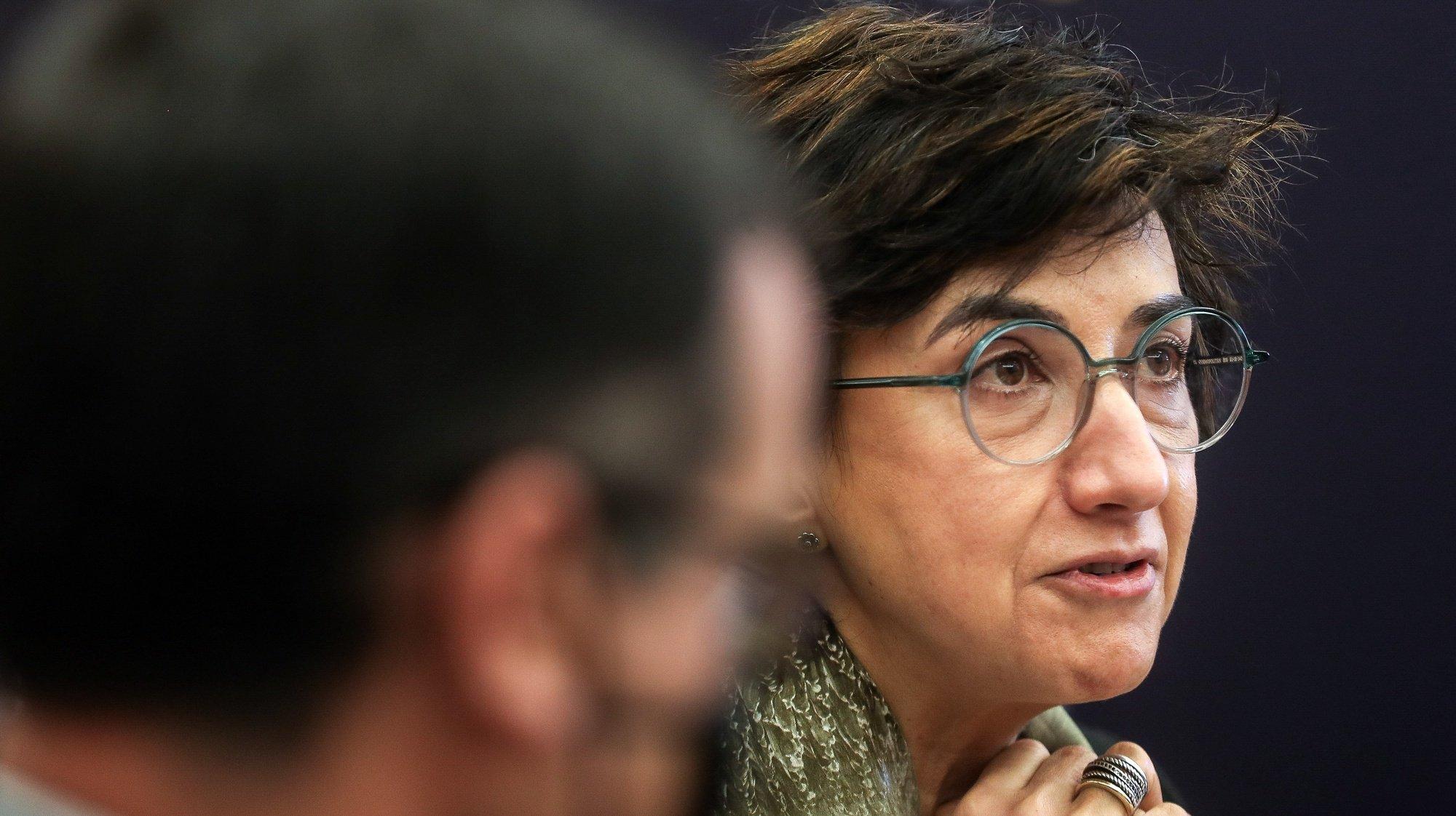 A ministra da Agricultura, Maria do Céu Antunes, à chegada para a sua audição na Comissão de Agricultura e Mar, na Assembleia da República, em Lisboa, 4 de maio de 2021. MÁRIO CRUZ/LUSA