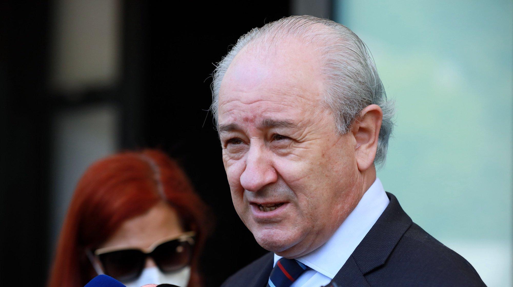 O presidente do PSD Rui Rio fala com a comunicação social durante a sua visita ao Museu do Holocausto no Porto, 17 de maio de 2021. ESTELA SILVA/LUSA