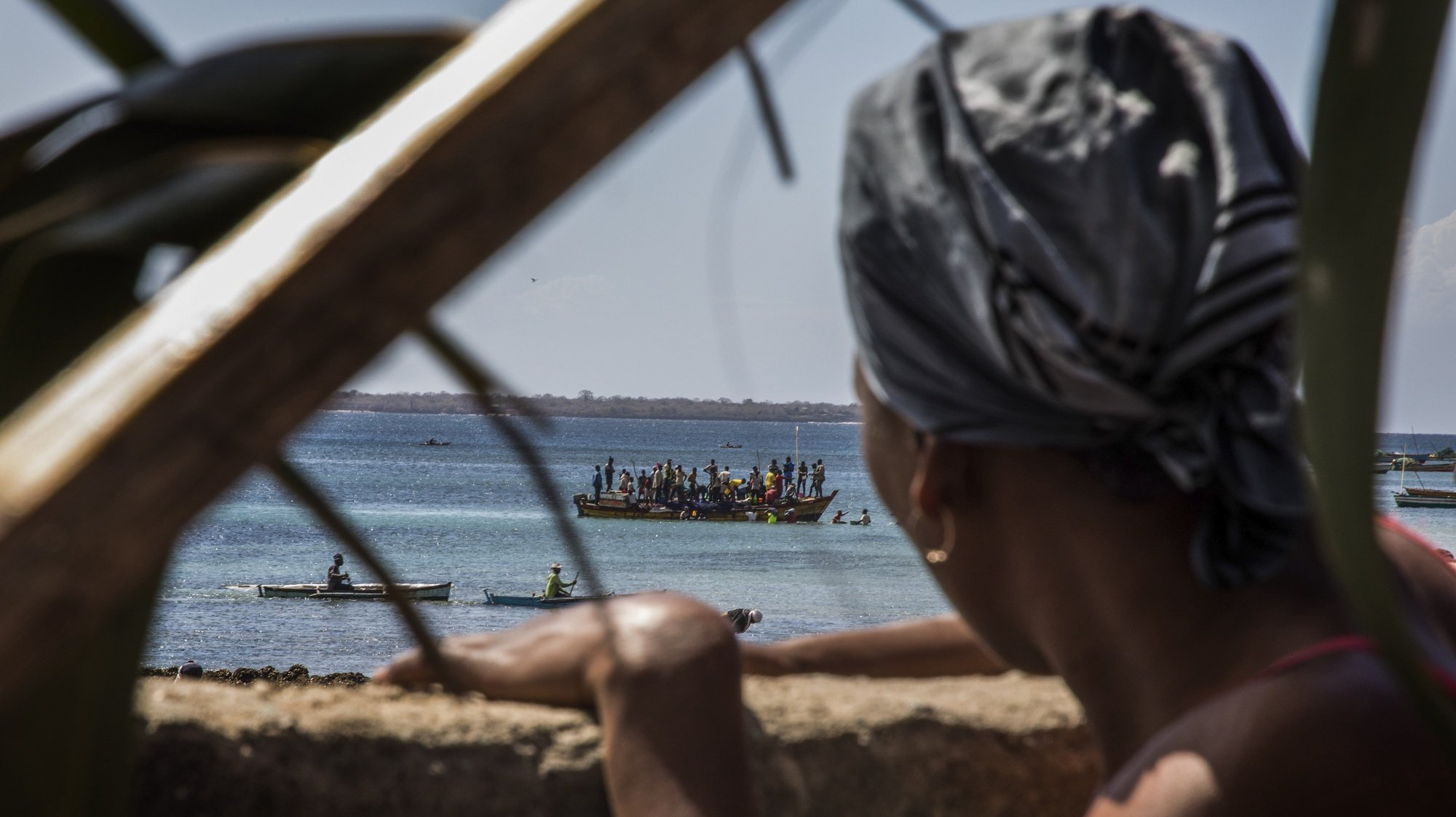 epaselect epa08559025 Passengers and cargo board a boat from a fishermen's beach that has become one of the main arrival points for displaced persons fleeing from armed violence raging in the province of Cabo Delgado, in the Paquitequete district of Pemba, northern Mozambique, 21 July 2020. Radical Islamist militant groups seeking to establish an Islamic state in the region, such as Ansar al-Sunna, have claimed responsibility for some of these attacks over the past year. The insurgent groups had taken control of strategic villages dotting the coast of the northern Cabo Delgado province – which are located more than 100 kilometers (62 miles) from the provincial capital, Pemba – for several days before they were driven out by troops belonging to the  Mozambique Defense Armed Forces (FADM).  EPA/RICARDO FRANCO