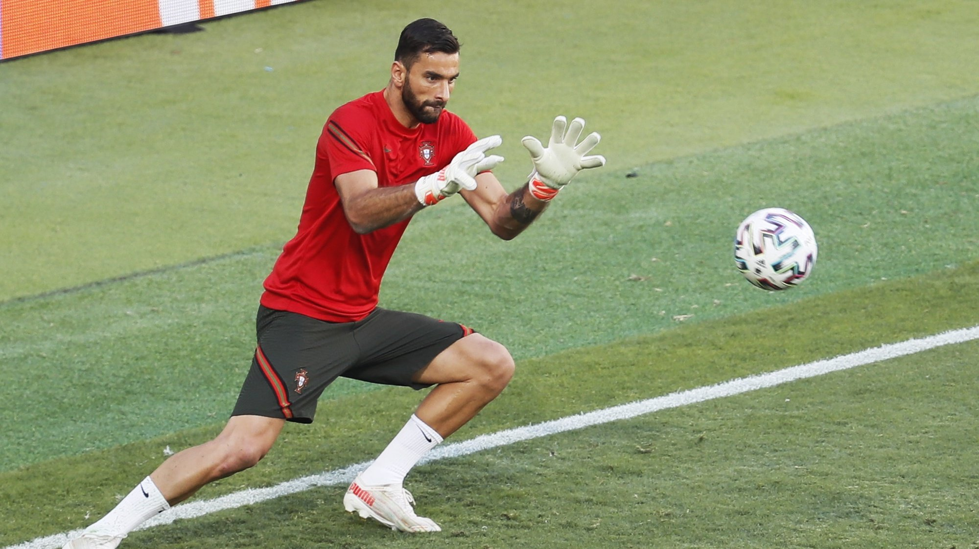 epa09303613 Goalkeeper Rui Patricio of Portugal attends a training session in Seville, Spain, 26 June 2021. Portugal will face Belgium in their UEFA EURO 2020 round of 16 soccer match on 27 June 2021.  EPA/Jose Manuel Vidal / POOL
