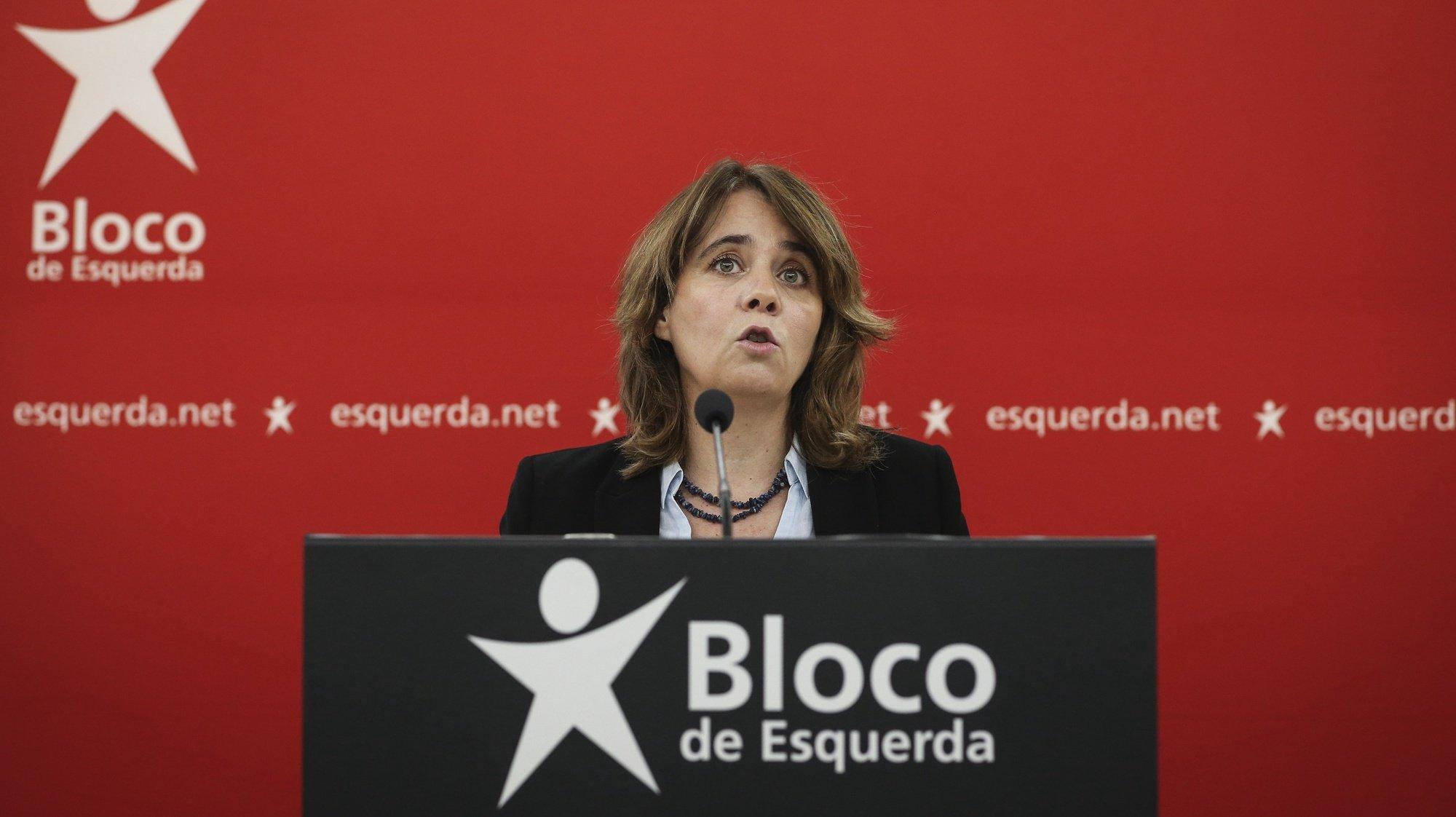 A coordenadora do Bloco de Esquerda (BE), Catarina Martins, discursa durante uma conferência de imprensa de apresentação das conclusões da reunião da mesa nacional, na sede do partido, em Lisboa, 06 de março de 2021.  RODRIGO ANTUNES/LUSA