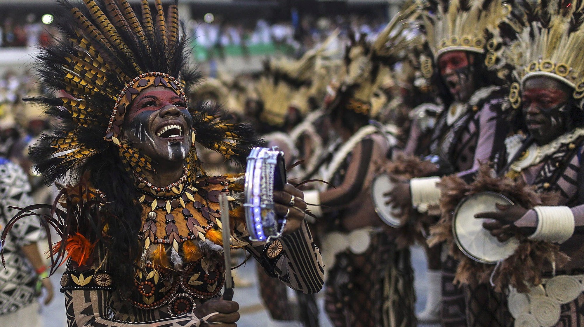 epa05818334 Members of the Special Group of the Beija-Flor samba school  perform during a parade held during Rio de Janeiro's Carnival at the Sambodromo in Rio de Janeiro, Brazil, 26 February 2017. A float accidentally ran over a group of participants injuring eight people after it lost control and crashed against one side of one of the pavillions, it was when it reversed to get back on track when it ran over eight of the participants taking part in the parade.  EPA/ANTONIO LACERDA