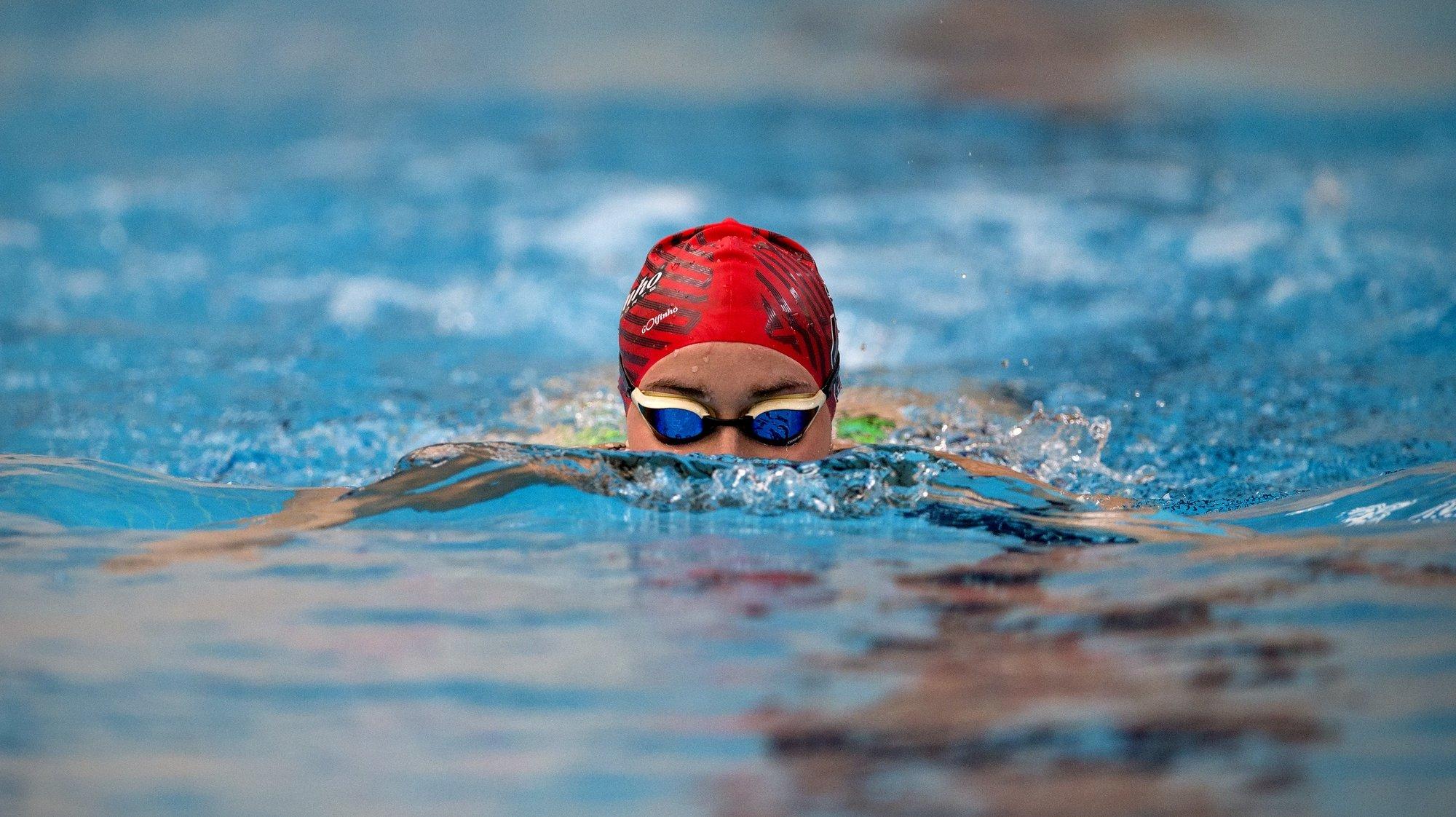 A nadadora portuguesa Tamila Holub durante uma entrevista à Agência Lusa a propósito da data em que se assinalam 100 dias para os Jogos Olímpicos, Braga, 10 de abril de 2021. (ACOMPANHA TEXTO 13 ABRIL 2021) JOSÉ COELHO/LUSA