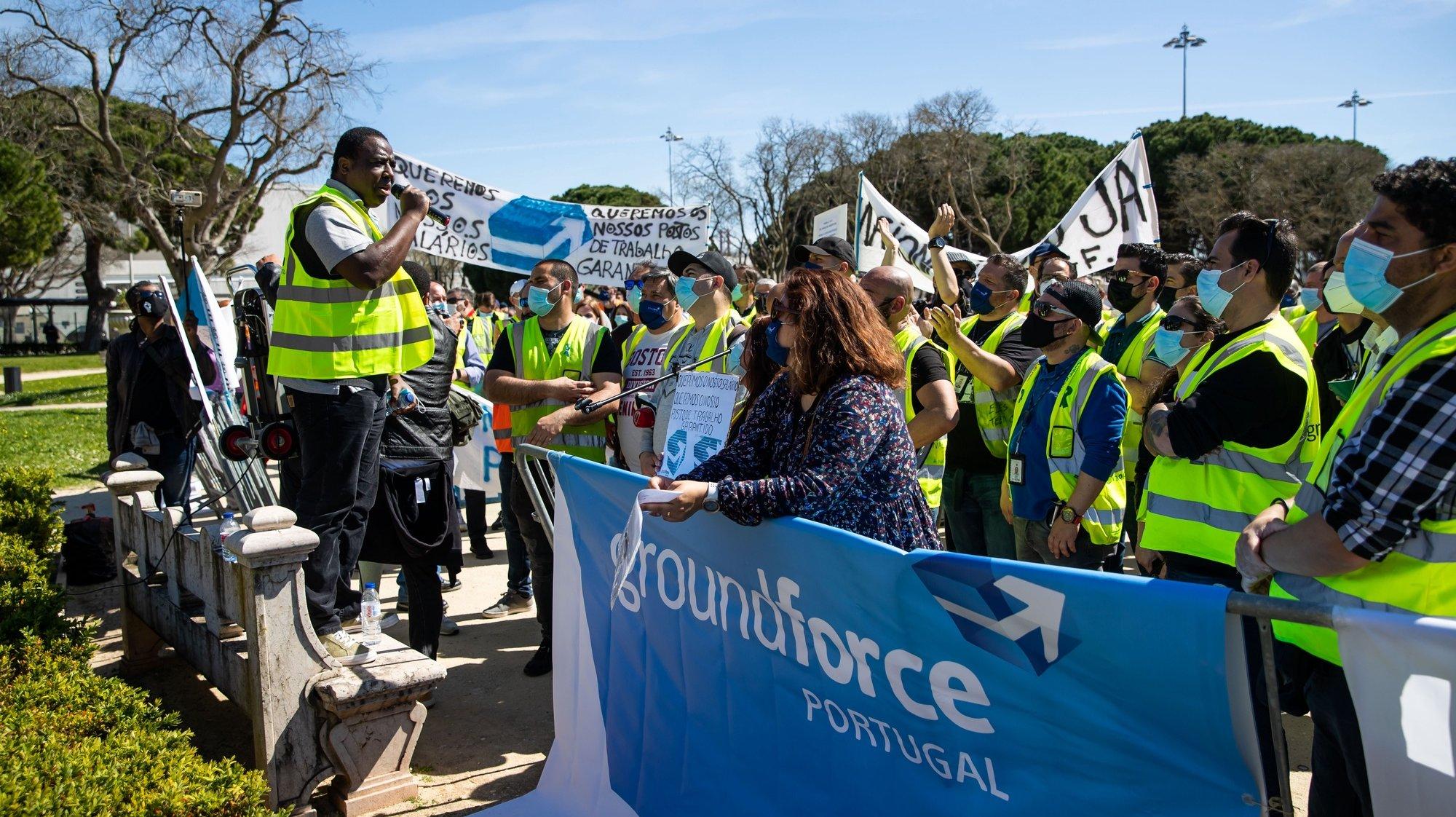 Manifestação de trabalhadores da SPdH/Groundforce convocada pelo movimento SOS handling, em protesto pelo não pagamento de salários e os despedimentos anunciados, em frente ao Palácio de Belém, em Lisboa, 15 de  março de 2021. JOSÉ SENA GOULÃO/LUSA