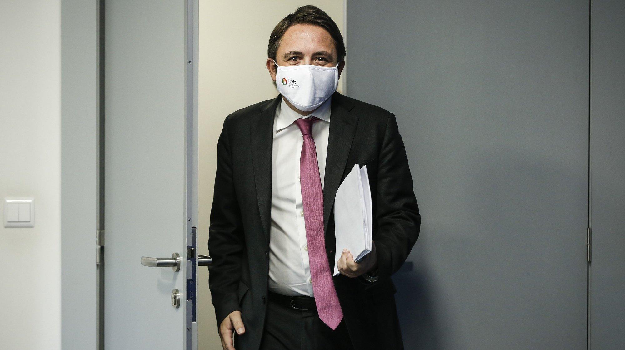 O secretário de Estado da Saúde, Diogo Serras Lopes, intervém durante a conferência de imprensa diária sobre o novo coronavírus (covid-19), realizada no Ministério da Saúde, em Lisboa, 30 de outubro de 2020. Em Portugal, registaram-se 2.468 mortes e 137.272 infeções confirmadas, segundo o balanço feito hoje pela Direção-Geral da Saúde (DGS). RODRIGO ANTUNES/POOL/LUSA