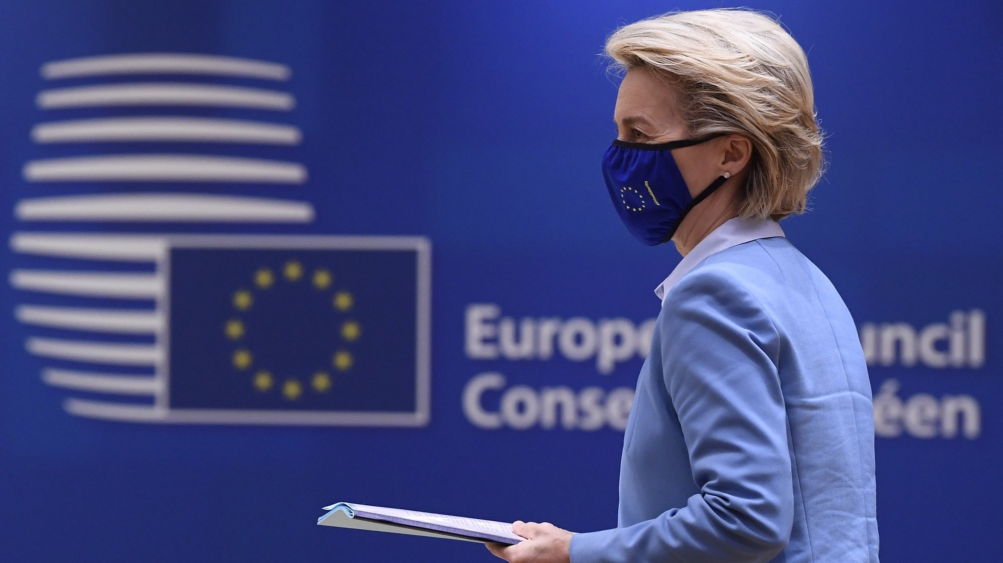 epa09226263 President of the European Commission Ursula von der Leyen arrives to attend the second day of the EU summit at the European Council building in Brussels, Belgium, 25 May 2021. European Union leaders take part in a two day in-person meeting to discuss the coronavirus pandemic, climate change and Russia relations.  EPA/JOHN THYS