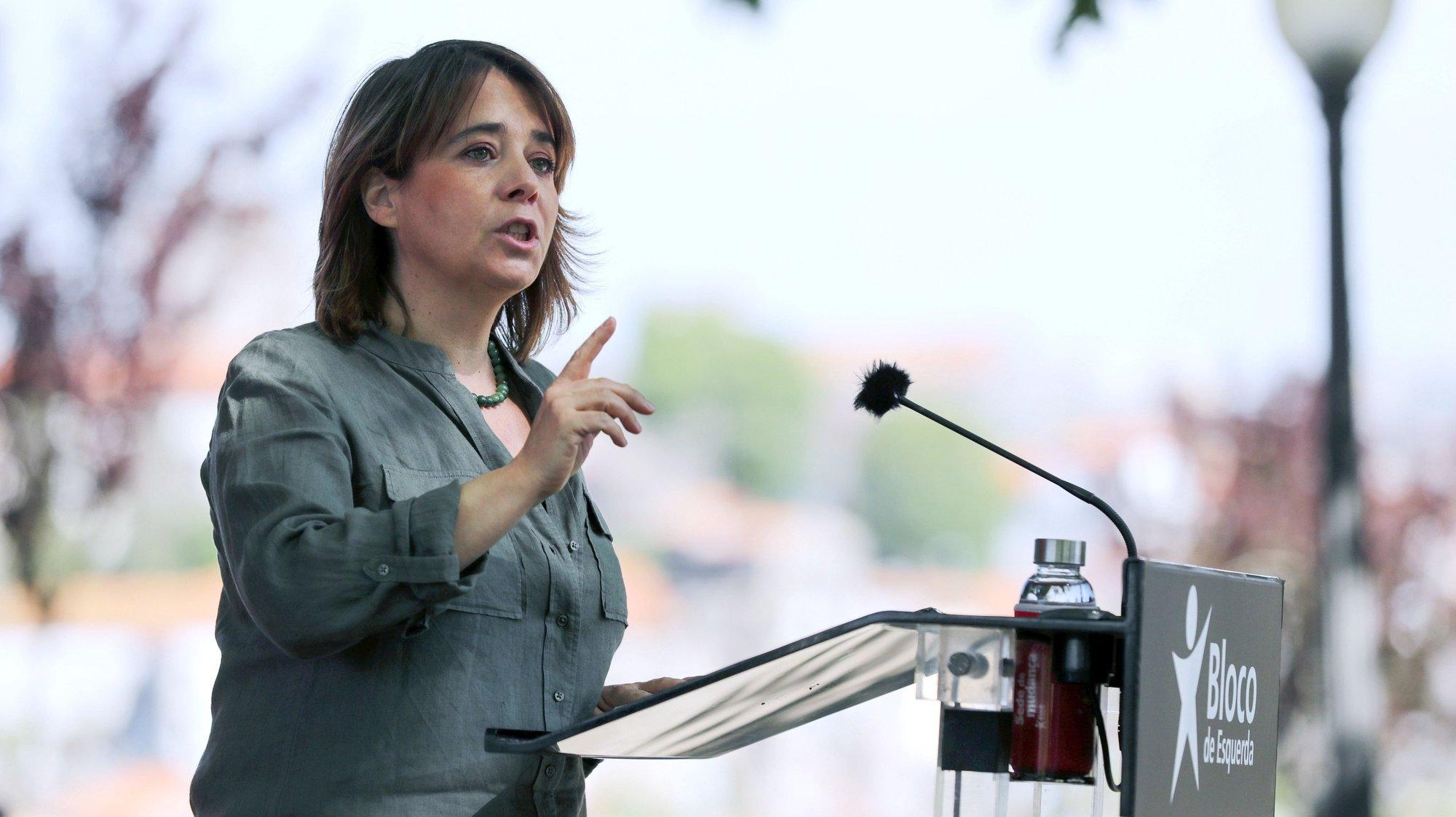 A coordenadora do Bloco de Esquerda, Catarina Martins, discursa  durante a apresentação de Luís Monteiro como candidato à Câmara Municipal de Vila Nova de Gaia, 18 abril 2021. ESTELA SILVA/LUSA