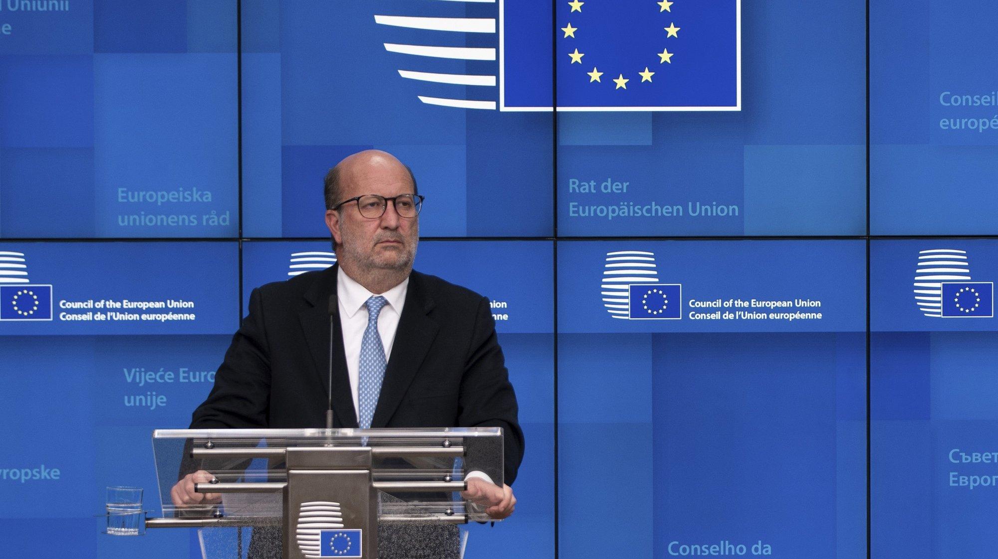 O ministro do Ambiente e da Ação Climática de Portugal, João Pedro Matos Fernandes, intervém durante uma conferência de imprensa após a reunião, por videoconferência, dos ministros dos Estados-membros da UE responsáveis pelo Ambiente, em Bruxelas, Bélgica, 18 de março de 2021. TONY DA SILVA/LUSA