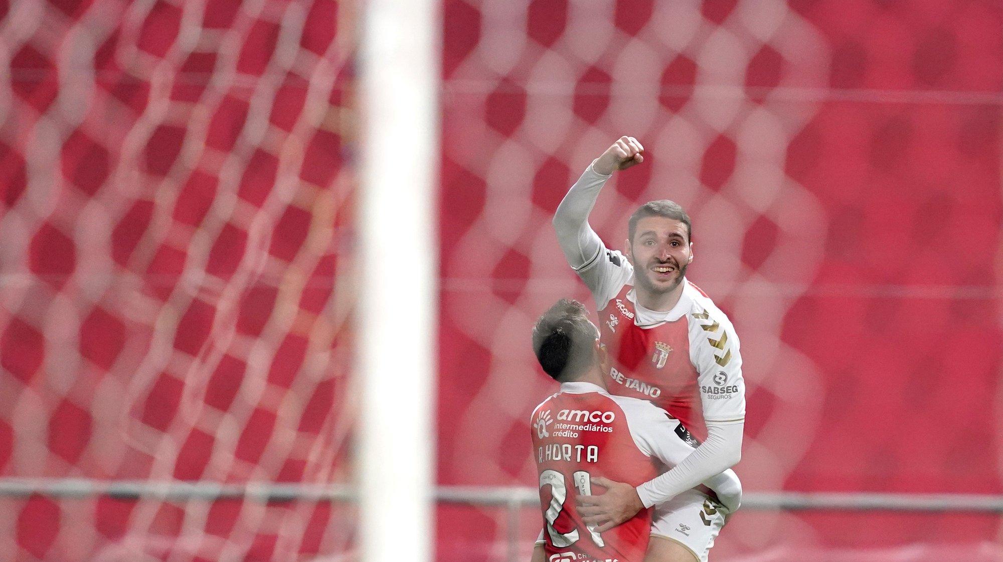Abel Ruiz (D) do Sporting de Braga festeja o golo frente ao Vitória de Guimarães no jogo a contar para a Primeira Liga de Futebol realizado no Estádio Municipal de Braga, 9 de março de 2021. HUGO DELGADO/LUSA