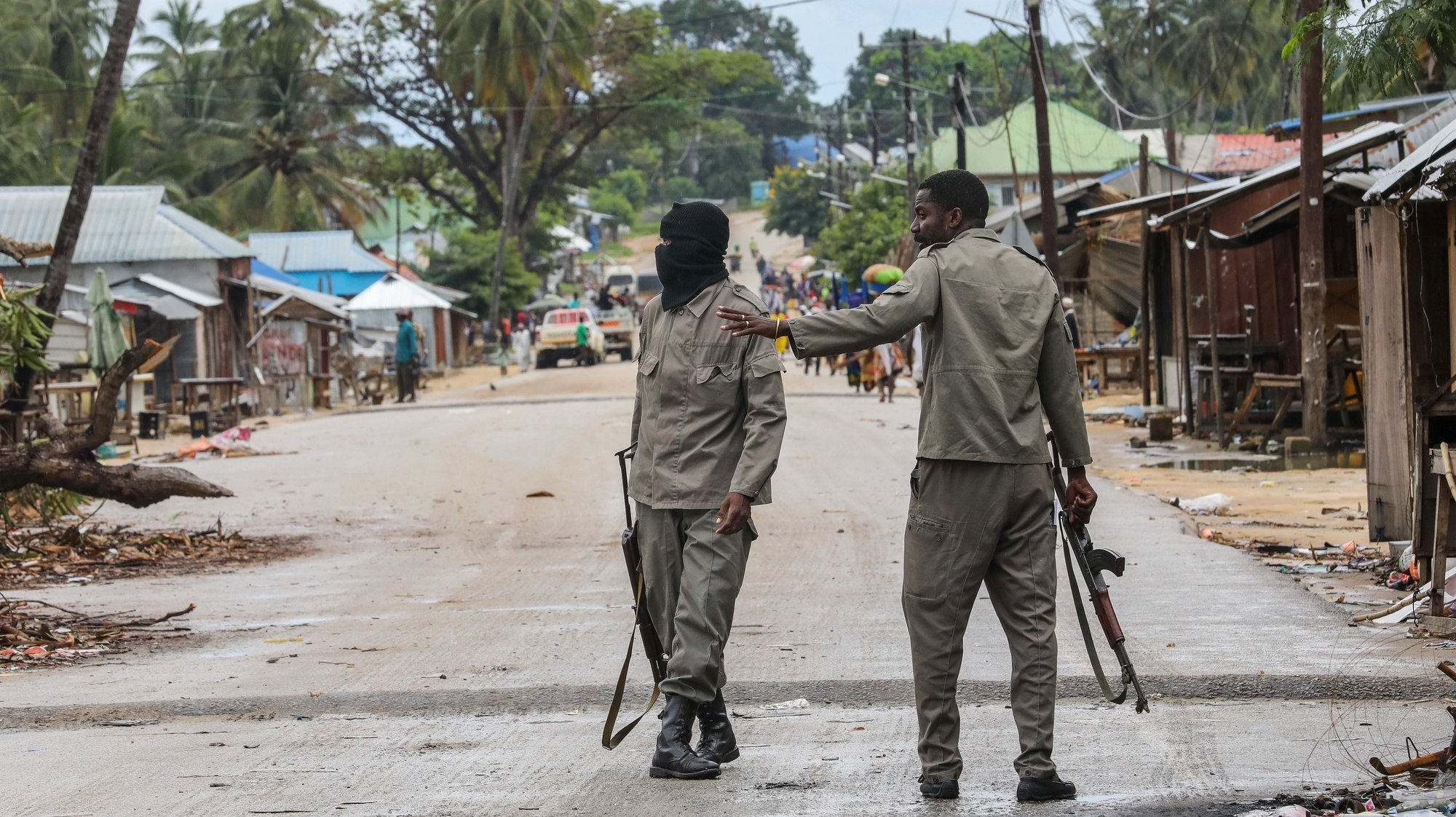 epa09131130 Mozambique army soldier patrols the streets of Palma, Cabo Delgado, Mozambique, 12 April 2021. The violence unleashed more than three years ago in Cabo Delgado province escalated again about two weeks ago, when armed groups first attacked the town of Palma.  EPA/JOAO RELVAS