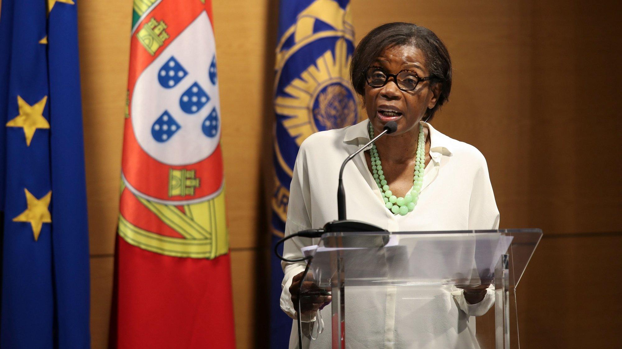 A ministra da Justiça, Francisca Van Dunem, intervém durante a apresentação do Instrumento de Documentação e Avaliação da Ameaça na América Latina (IDEAL), na sede da Polícia Judiciária Portuguesa, em Lisboa, 13 de julho de 2021. MANUEL DE ALMEIDA/LUSA