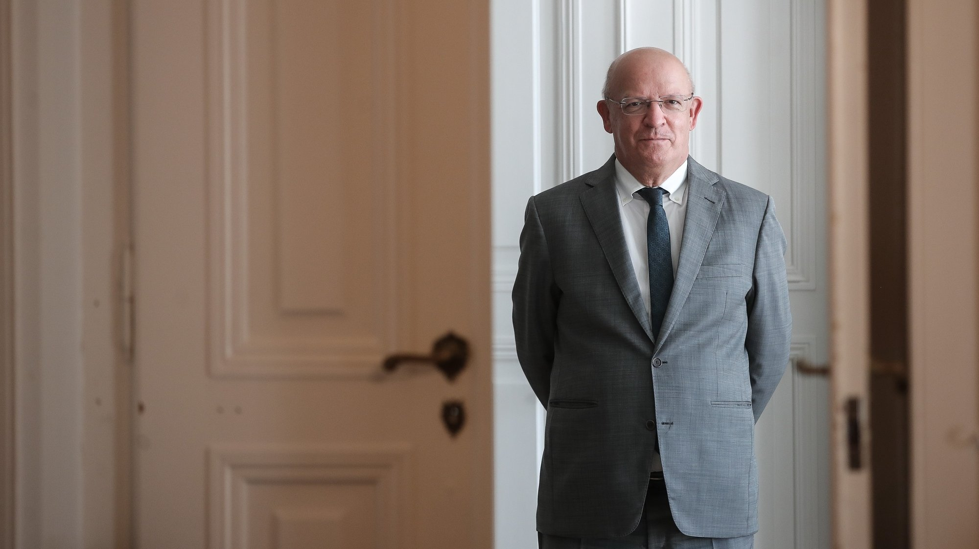 O ministro dos Negócios Estrangeiros, Augusto Santos Silva, posa para a fotografia durante uma entrevista à Lusa, no Ministério dos Negócios Estrangeiros, em Lisboa, 13 de julho de 2021. (ACOMPANHA TEXTO DA LUSA DO DIA 15 DE JULHO DE 2021). MÁRIO CRUZ/LUSA