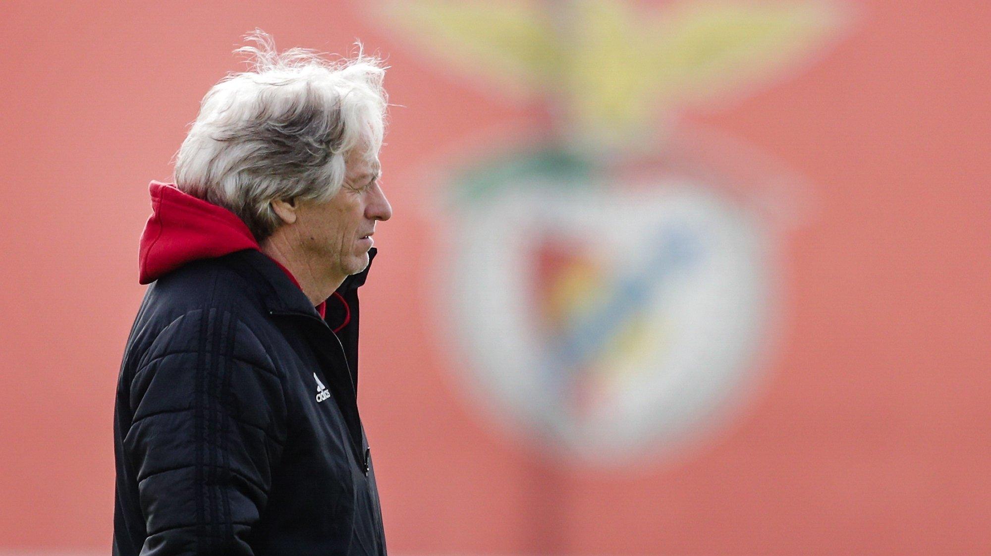 epa09018321 Benfica's head coach Jorge Jesus leads a training session on the upcoming UEFA Europa League match against Arsenal, at Seixal training center on the outskirts of Lisbon, Portugal, 17 February 2021.  EPA/TIAGO PETINGA