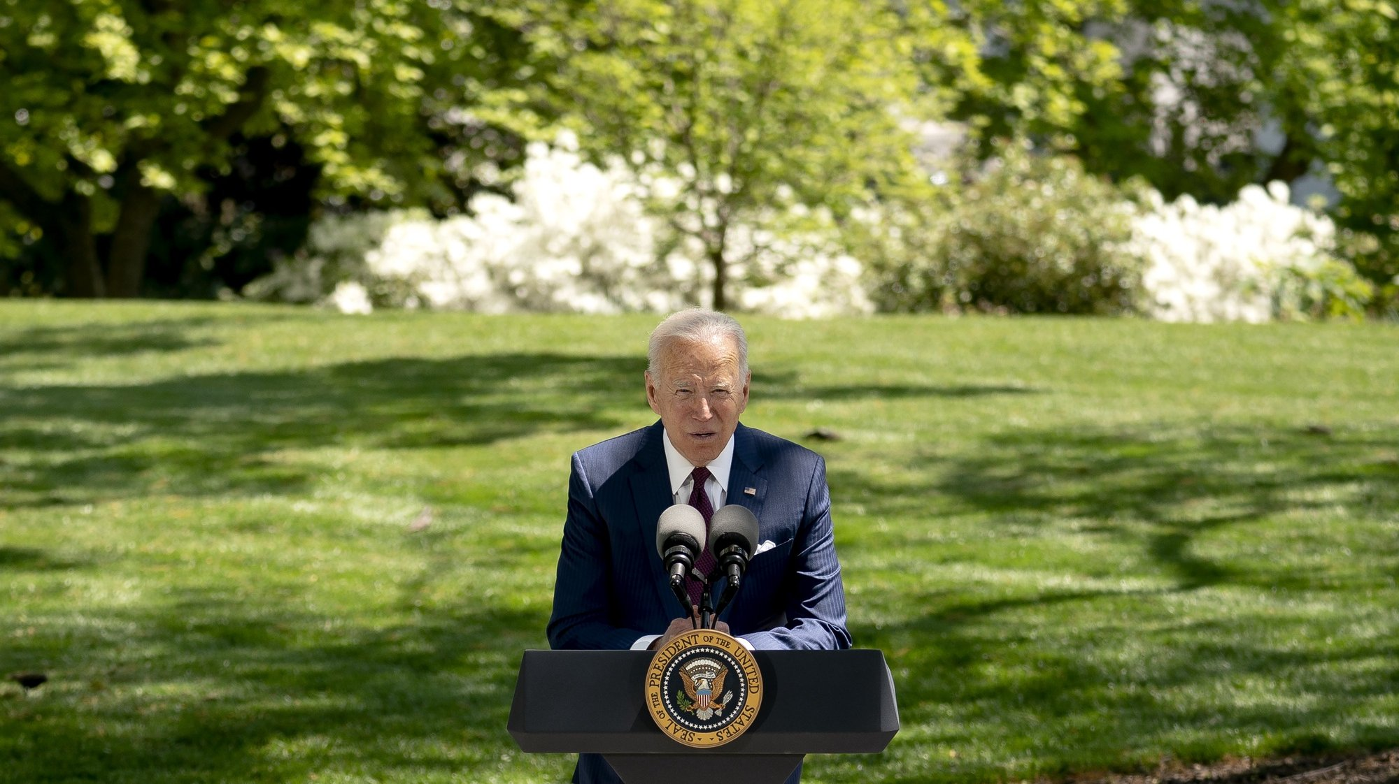 epa09164107 US President Joe Biden speaks on the North Lawn of the White House in Washington, DC, USA, on 27 April 2021. Fully-vaccinated Americans can be unmasked when exercising, dining and socializing outdoors in small groups, federal health officials said on 27 April, and can gather indoors with other fully vaccinated people and family members without masks or social distancing.  EPA/Stefani Reynolds / POOL