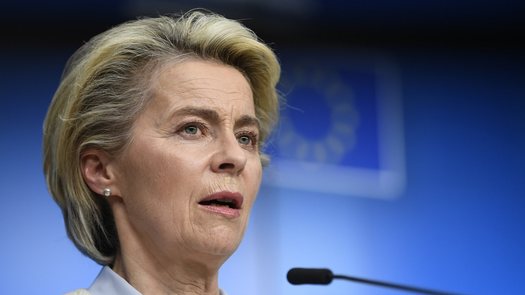 epa09225954 President of the European Commission Ursula von der Leyen speaks during a press conference at the EU summit at the European Council building in Brussels, Belgium, 24 May 2021. European Union leaders will take part in a two day in-person meeting to discuss the coronavirus pandemic, climate change and Russia.  EPA/JOHN THYS / POOL
